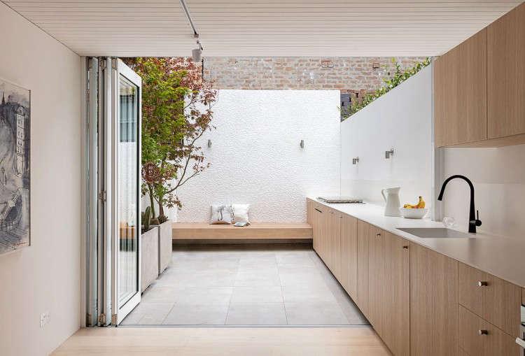 Architect visit an indoor outdoor kitchen in sydney for Indoor garden kitchen design