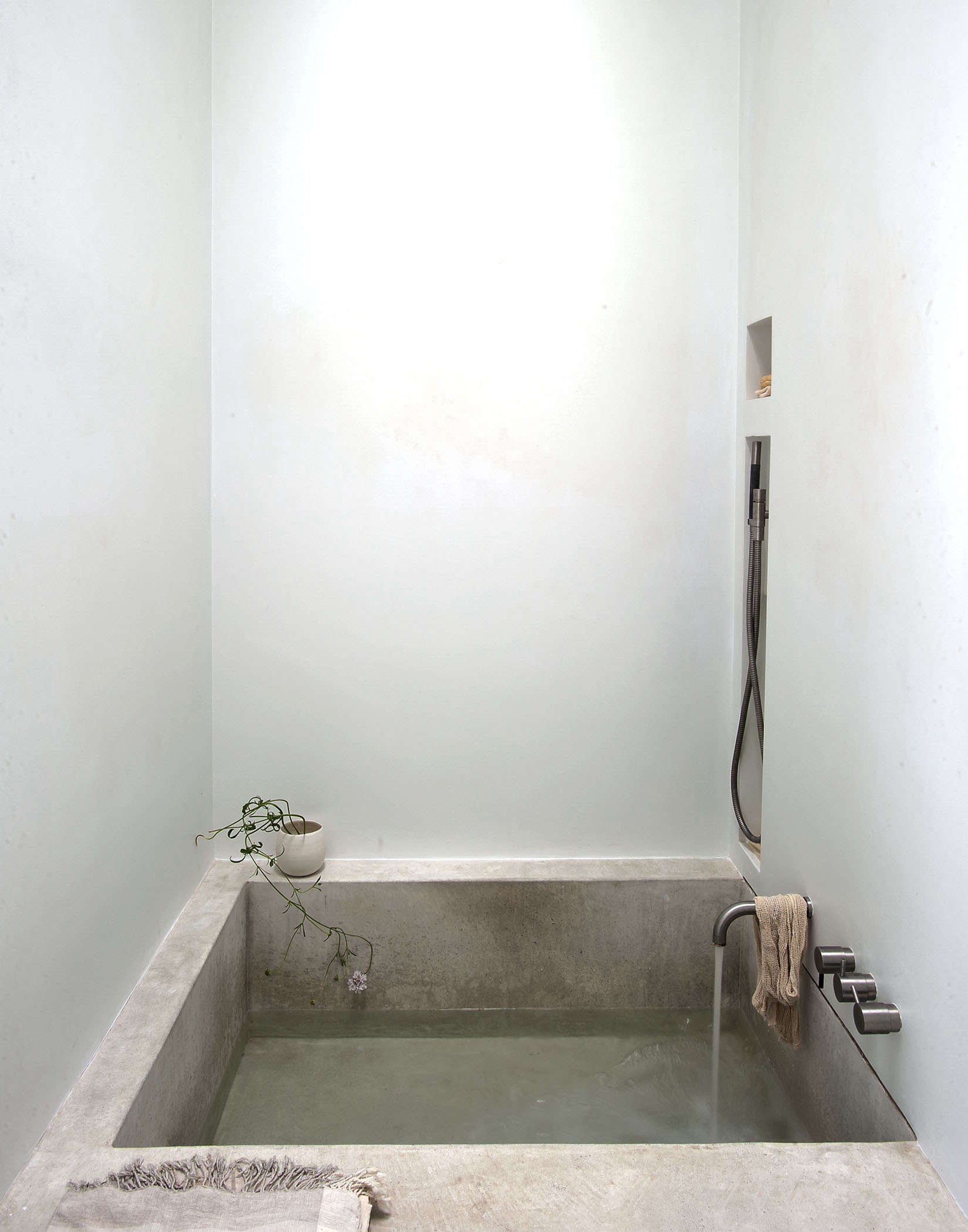 Tiny spa bath in LA by Michaela Scherrer photo by Matthew Williams | Remodelista