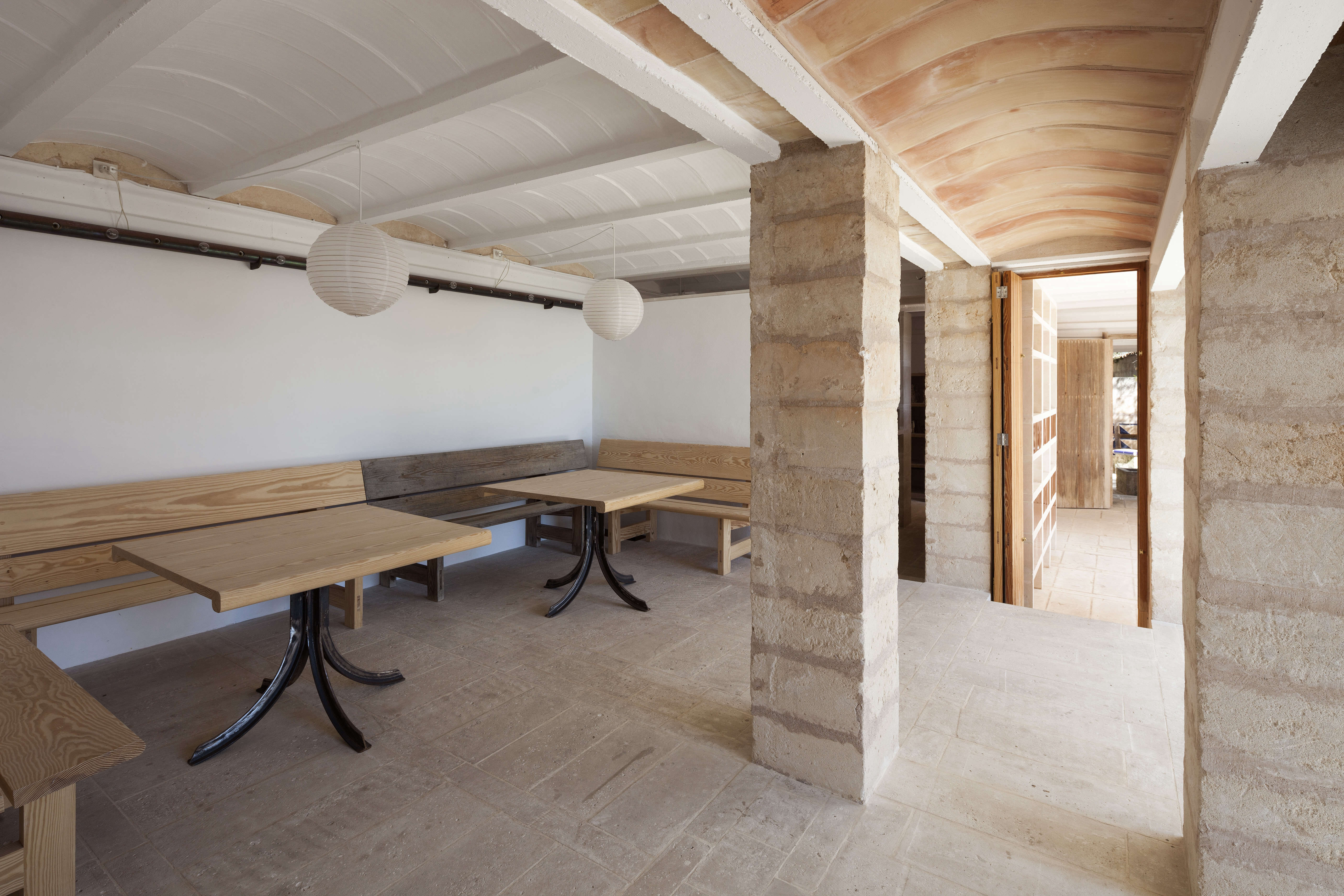 A modernist dining room with built-in wood banquettes.