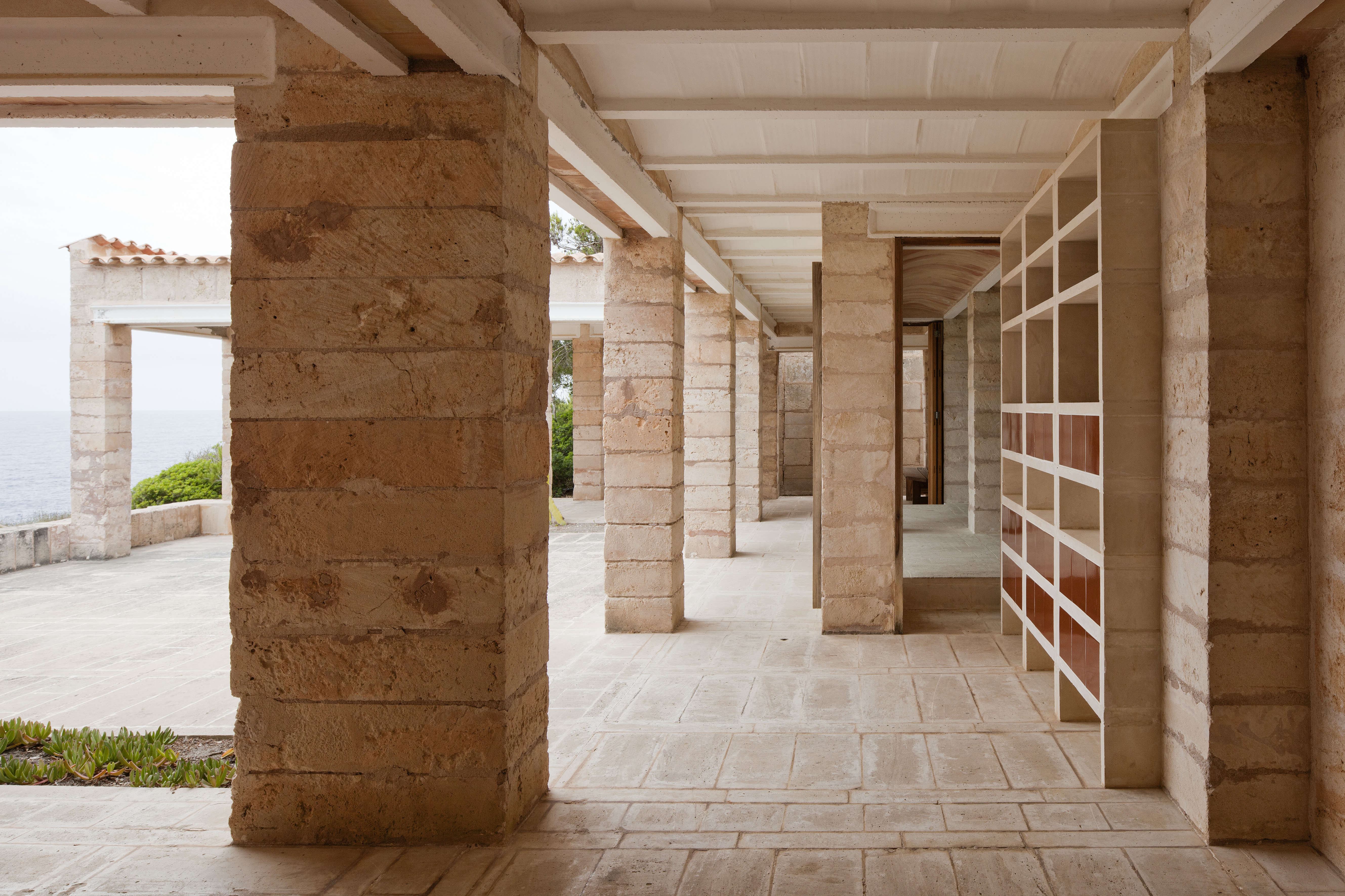 Because Can Lis is a stone's throw from the sea and thus privy to hard weather conditions, Utzon chose local, sustainable materials for practical purposes.