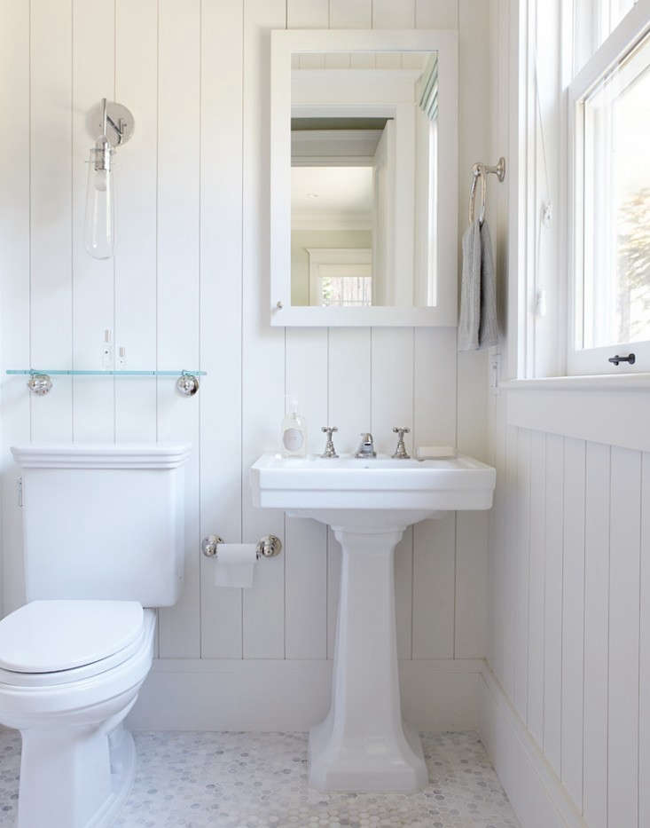 Photograph of a bathroom by California-based Chambers & Chambers Architects, from 10 Favorites: White Bathrooms from the Remodelista Designer Directory.