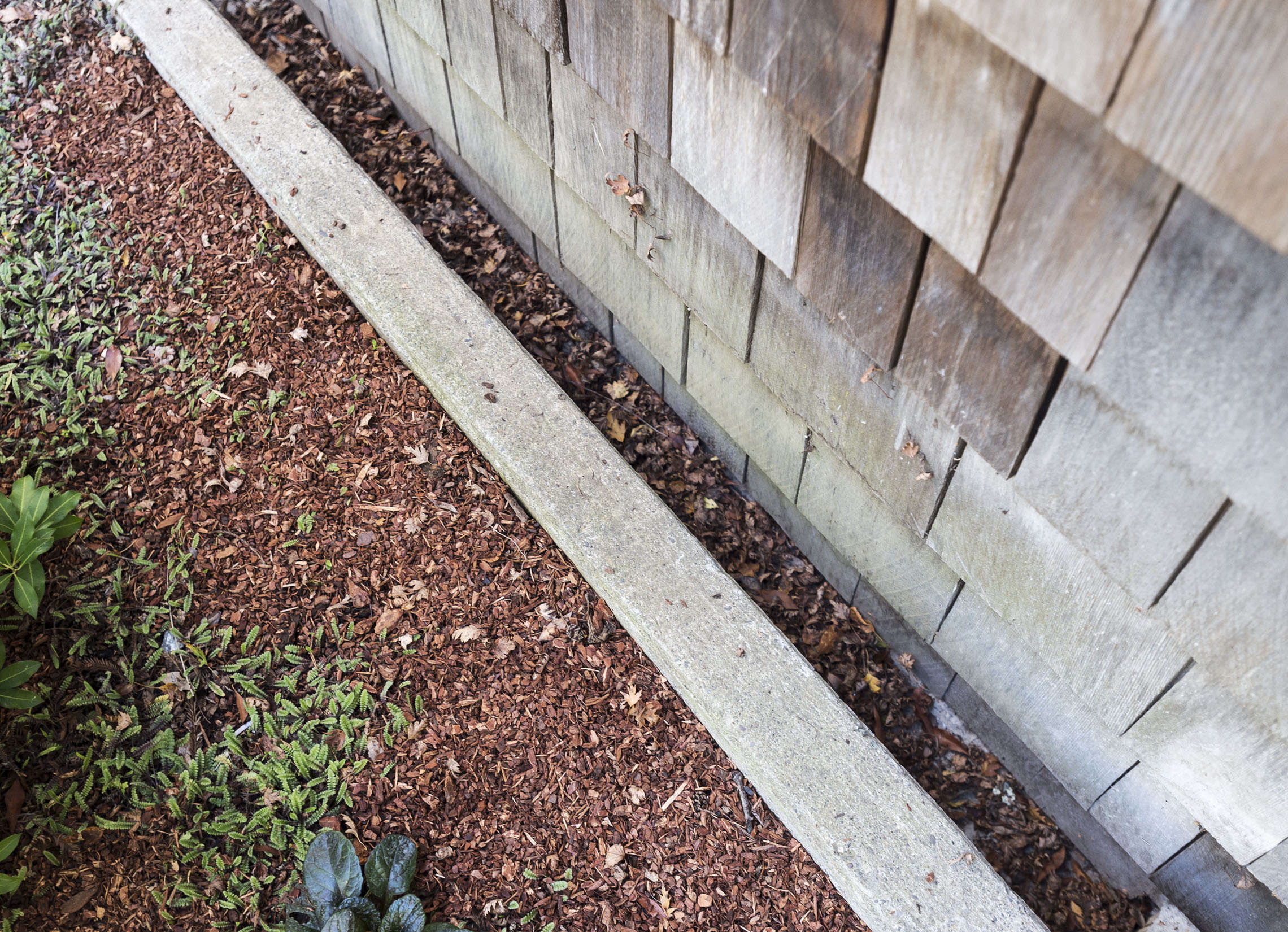 Hardscaping 101 french drains gardenista for French trench drain