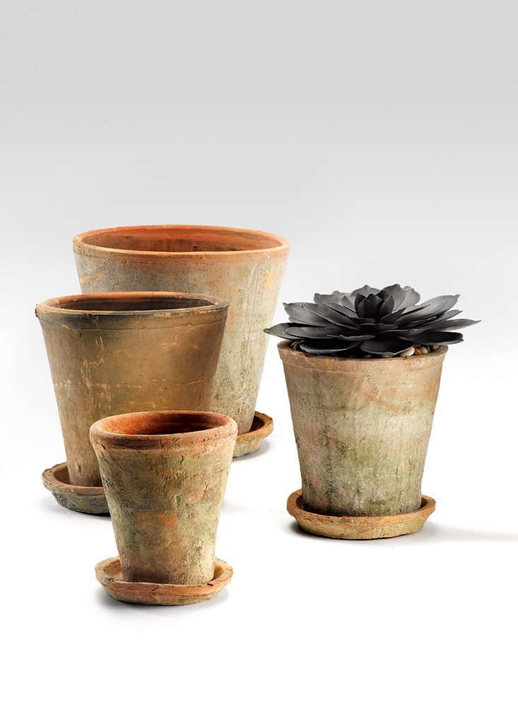 10 Easy Pieces Mossy Terra Cotta Pots And Planters