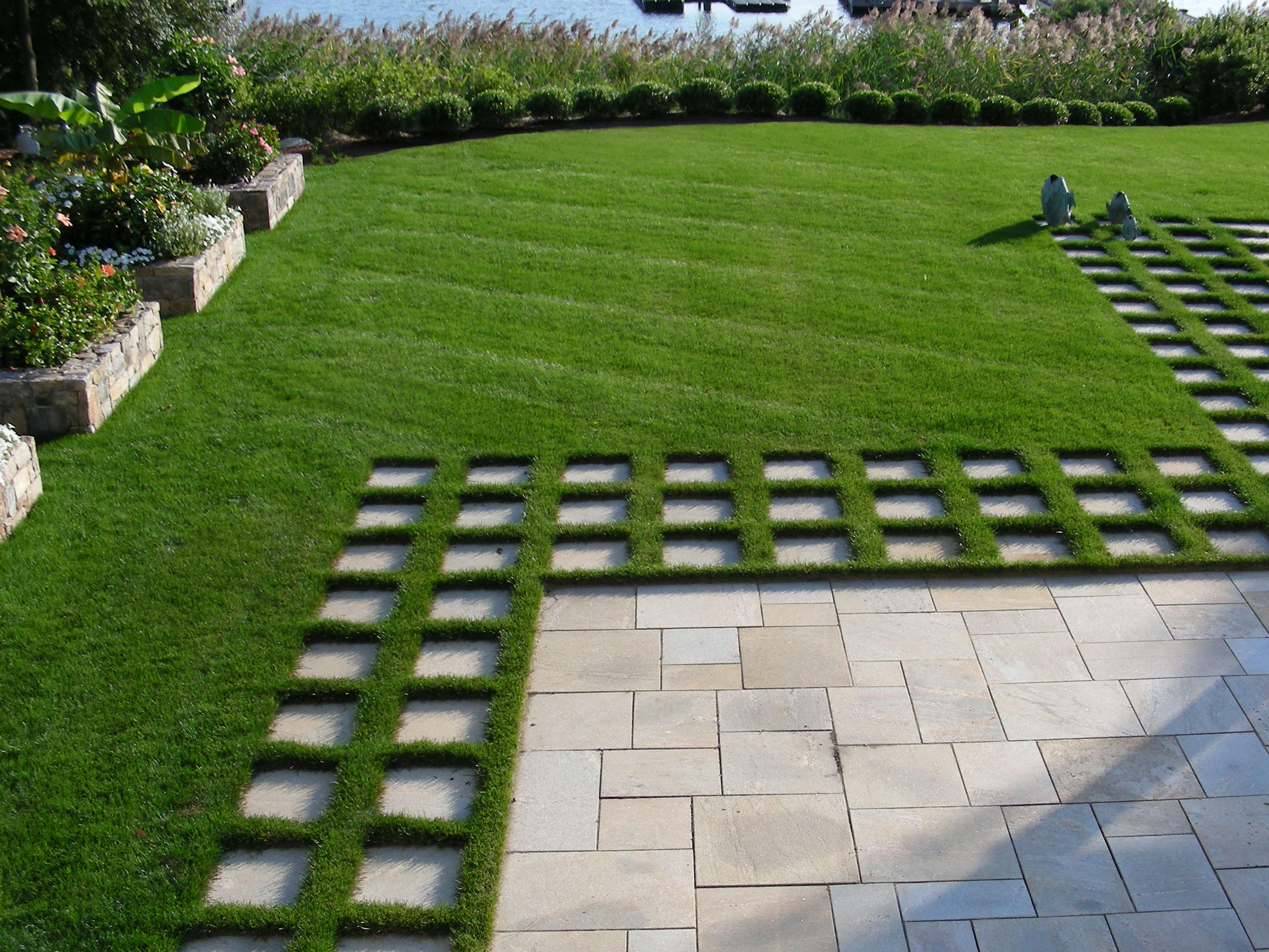 Landscape architect visit a cottage garden on the for Photo of landscape design