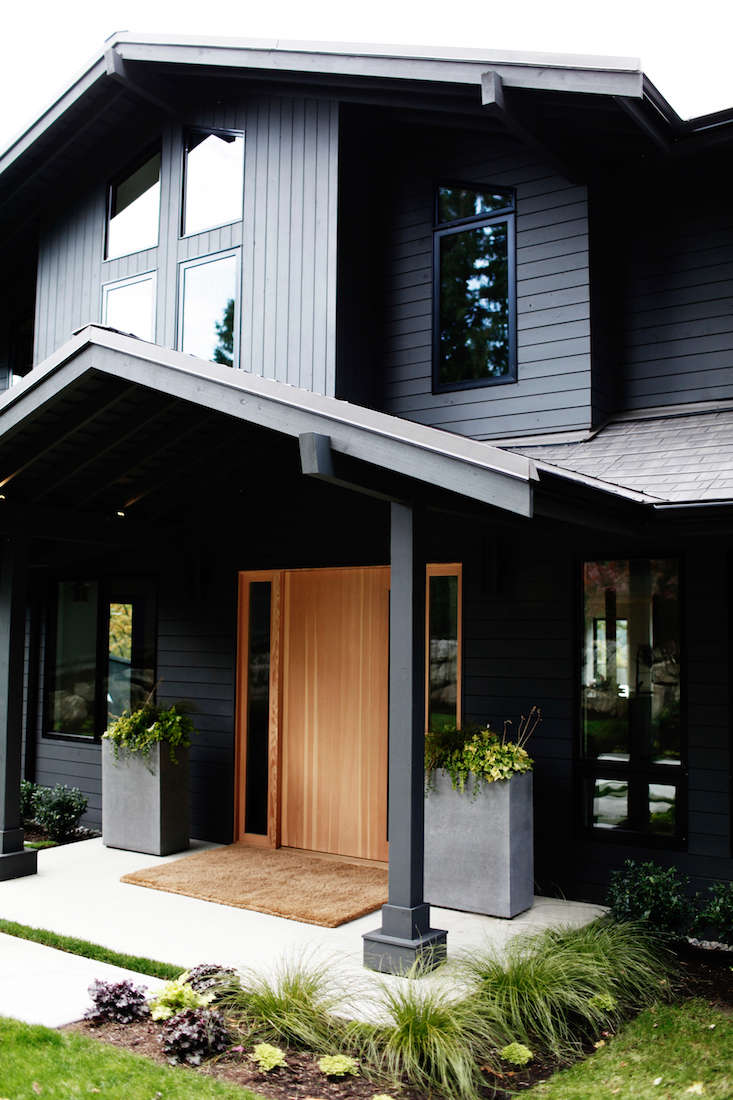 Sleekness in seattle modern garden midcentury house gardenista - Exterior black paint ideas ...