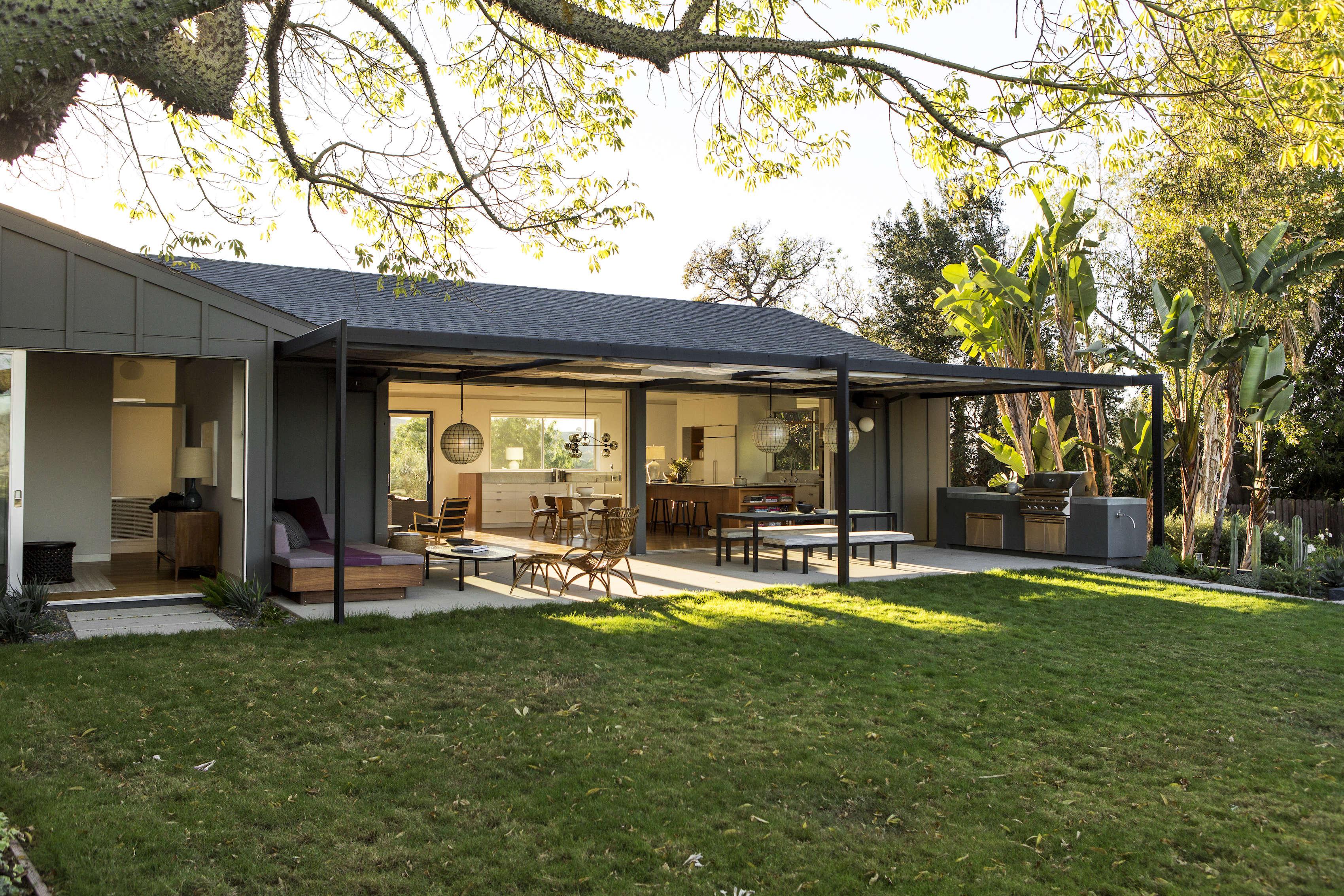 Indoor Outdoor Living An La Ranch Rehab By Barbara Bestor