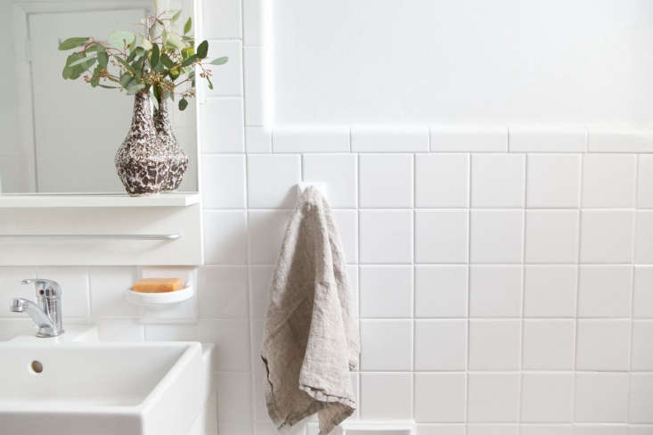 To keep caulk and grout looking clean and mildew-free, Annie applies a baking soda paste. Photograph by Sarah Elliott, from Before/After: A Perfectionist's $loading=