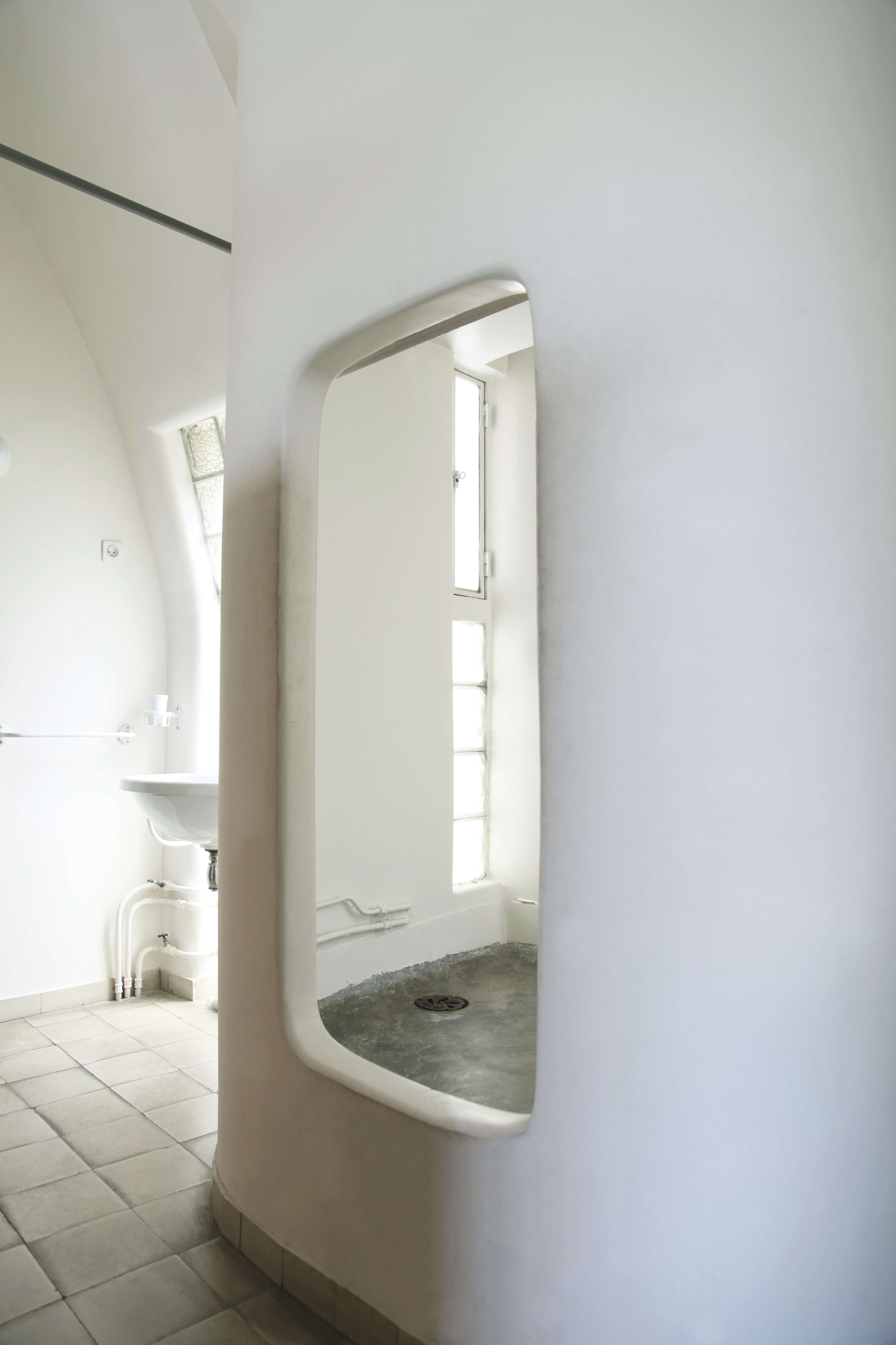 trend alert 13 sculptural baths and showers remodelista photograph by matthew williams from remodelista a manual for the considered home see more of the bath in world s tiniest spa bath a grecian inspired