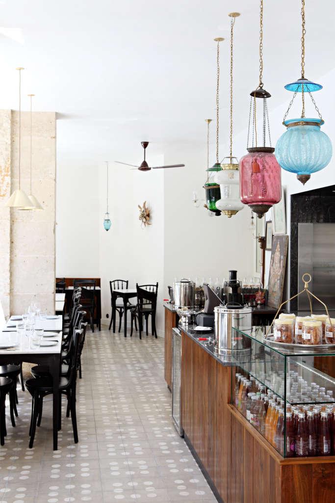 Mg road a nostalgic bombay style restaurant in paris remodelista - Restaurant indien salon de provence ...