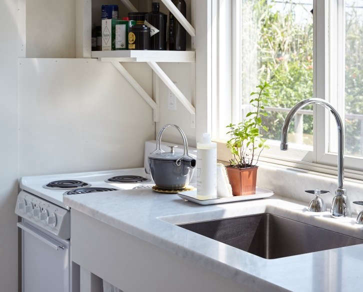 A single-bowl, stainless steel sink in A Chic Fixer-Upper on Fire Island, Budget Edition.