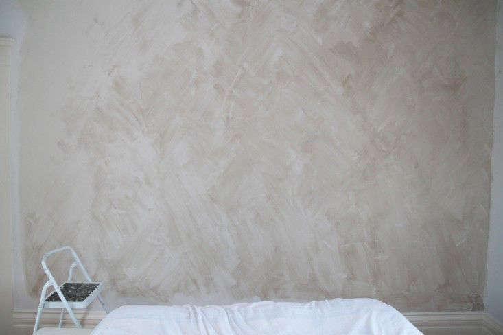 diy project limewashed walls for modern times remodelista. Black Bedroom Furniture Sets. Home Design Ideas