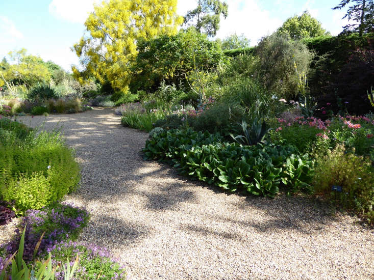 Gravel is a great non-flammable mulching material in very dry regions. Here, it&#8\2\17;s used in Beth Chatto&#8\2\17;s garden to both line the paths and mulch the plants. A few inches of the stuff helps suppress weeds and trap moisture. Photograph by Clare Coulson, fromExpert Advice: \1\1 Tips for Gravel Garden Design.