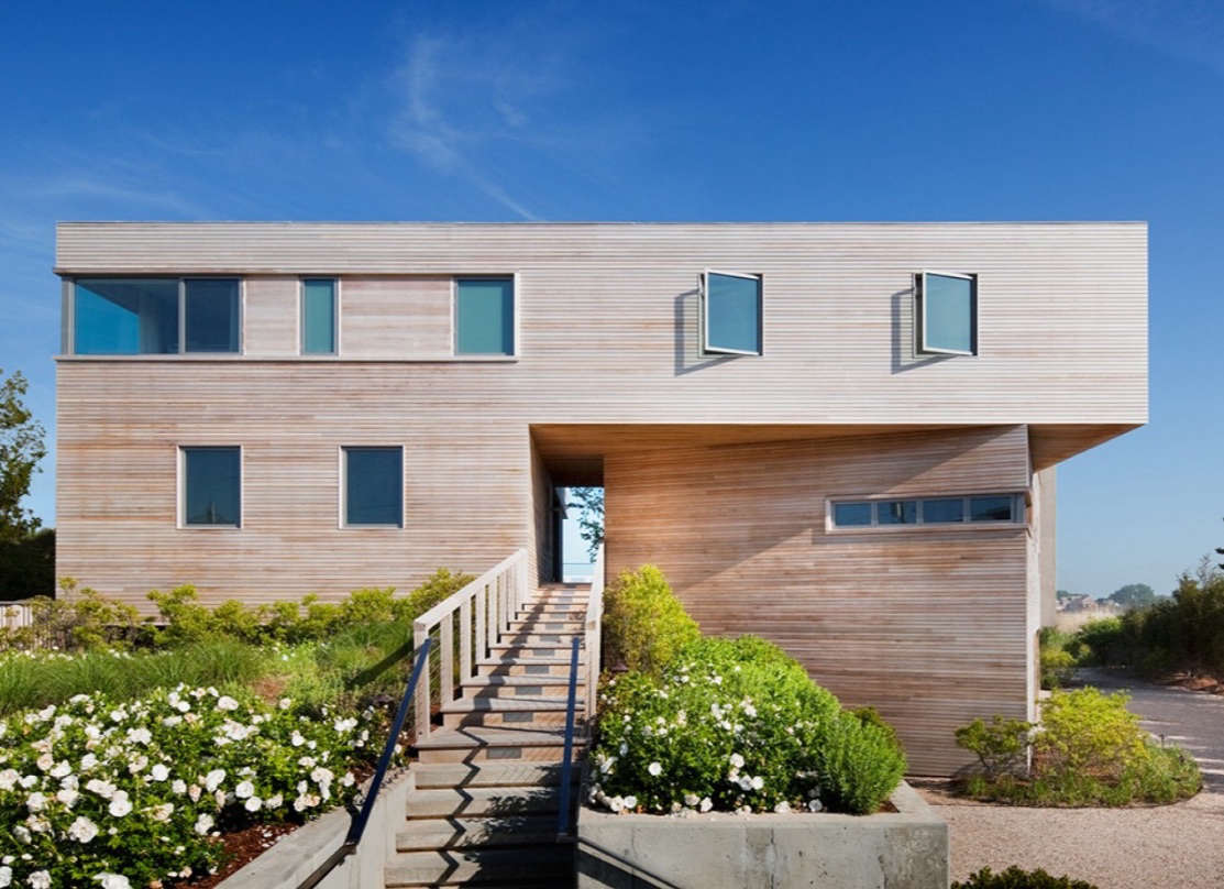 10 modern wood beach houses from the remodelista architect for Architect or designer