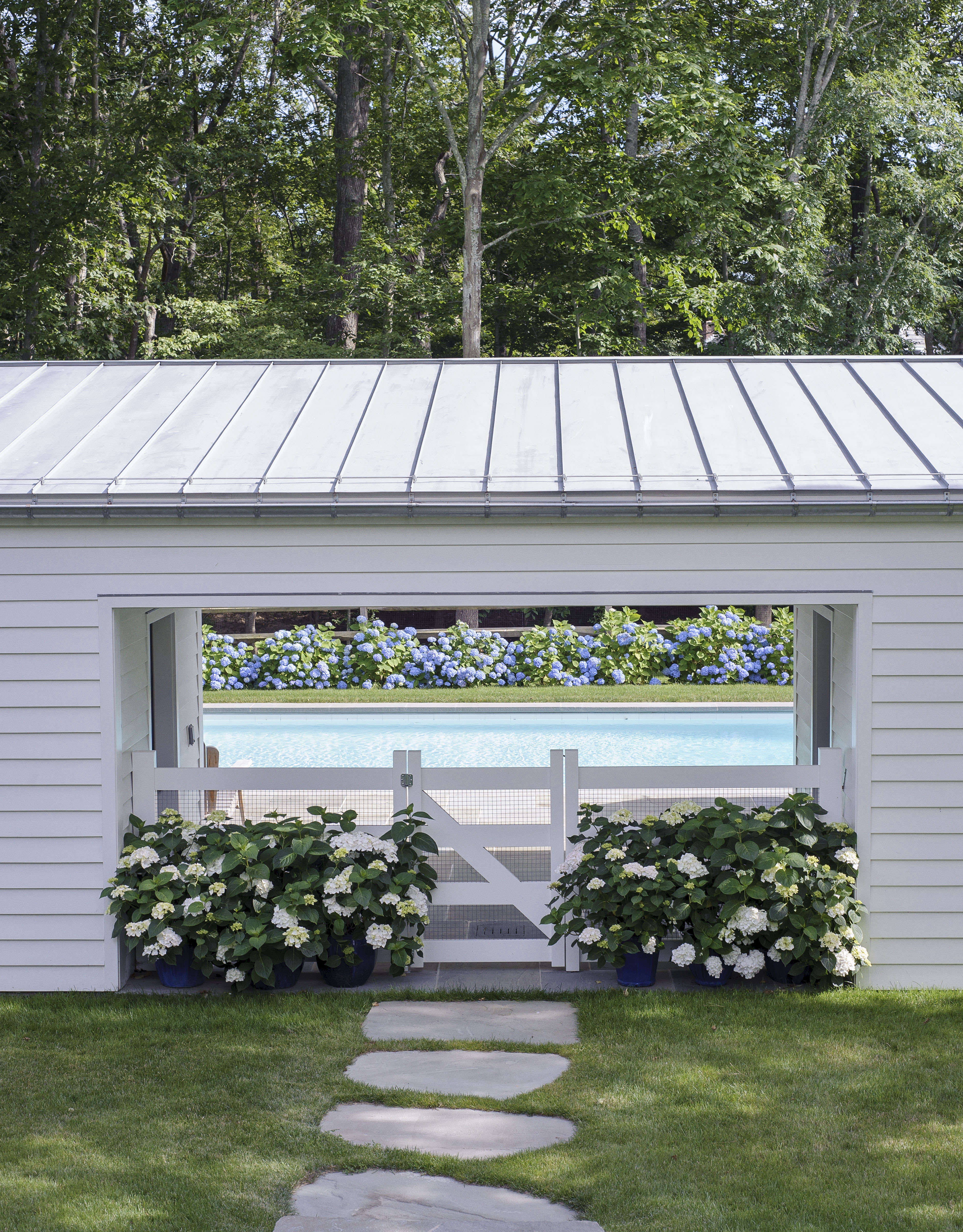 Swimming pool of the week dreaming in blue at a stylist 39 s for Pool design hamptons
