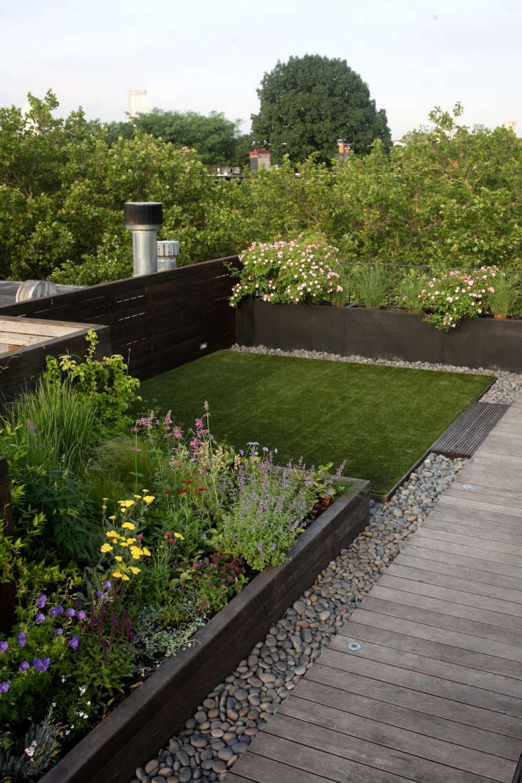 Landscape design 10 simple layouts for summer roof for Roof garden pictures