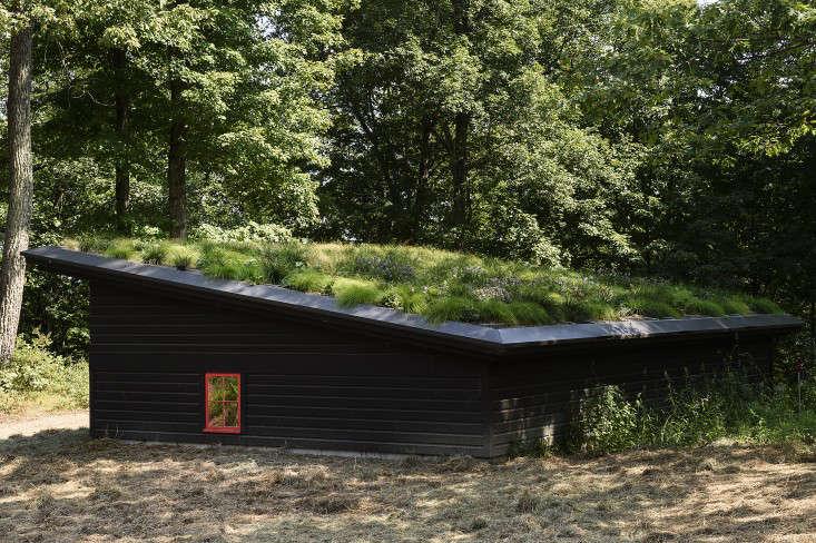 barliswedlick-garage-green-roof-gardenista