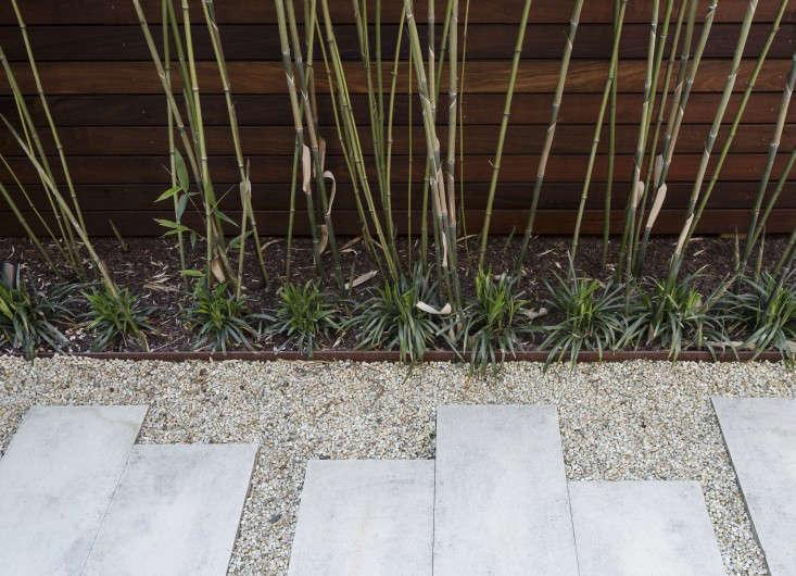 julie-farris-manhattan-garden-pavers-gravel-path-steel-edging-bamboo-gardenista