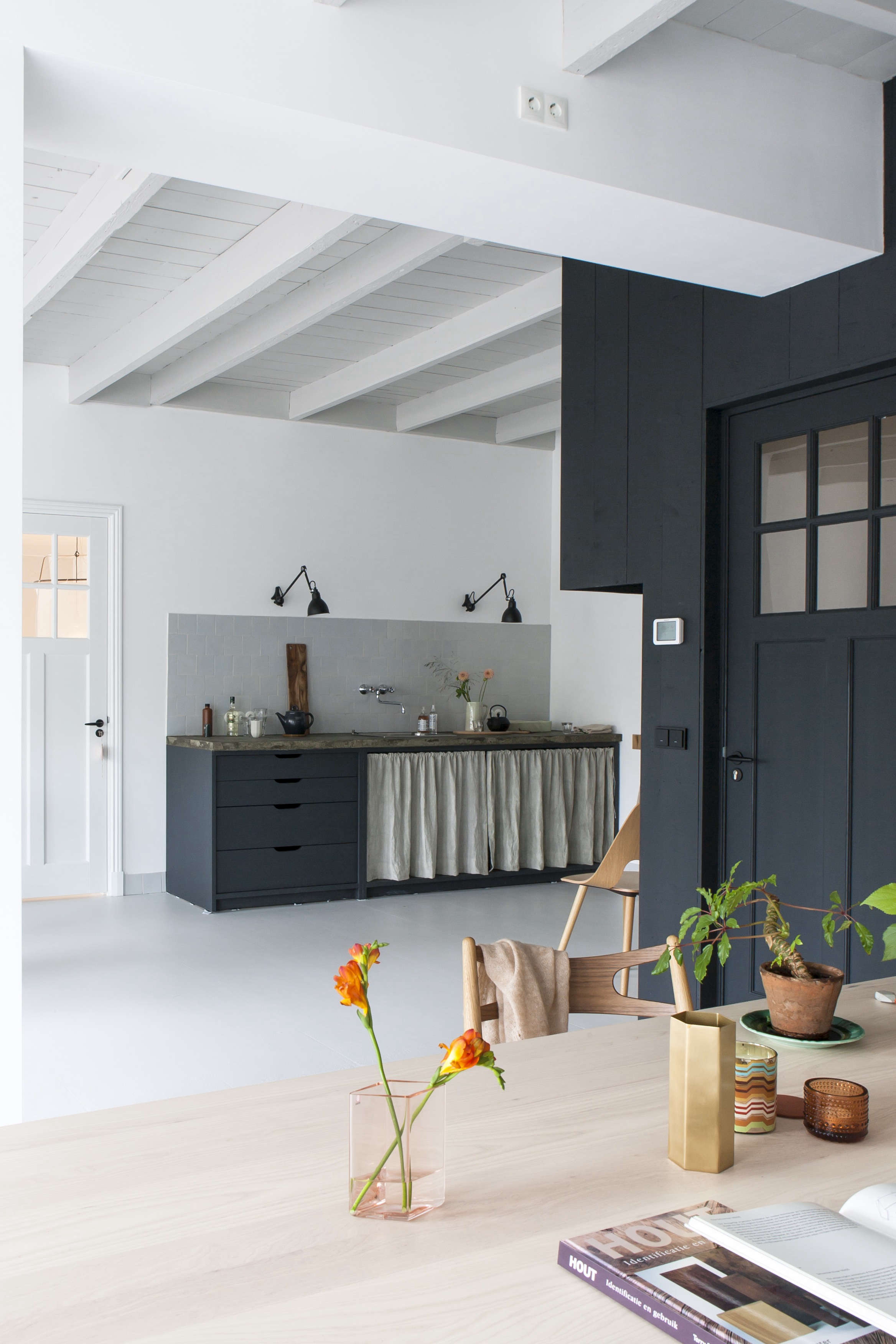 #856E4623522100 Kitchen Of The Week: The Curtained Kitchen Dutch Modern Edition  Meest recente 2e Hands Design Meubels Friesland 691 pic 23363504691 Ontwerp