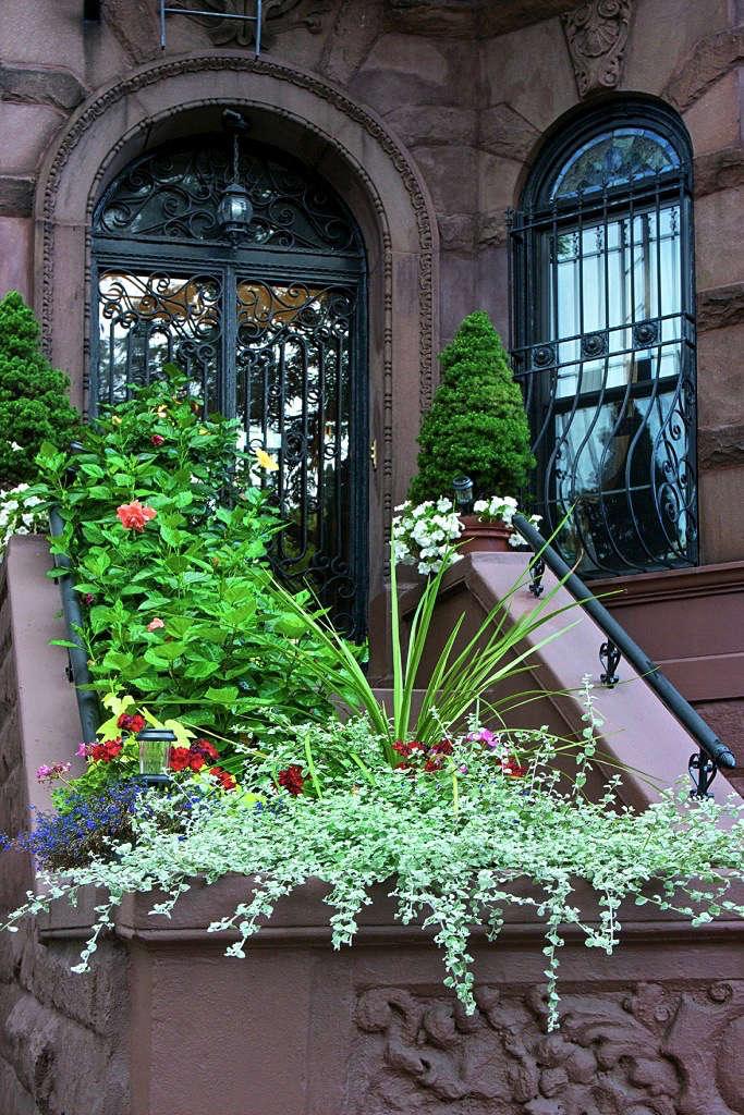 Required Reading Sidewalk Gardens Of New York Gardenista