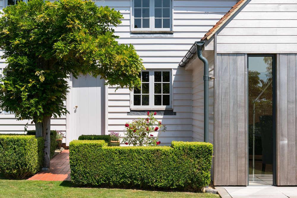 Trending On Gardenista The Modern English Cottage