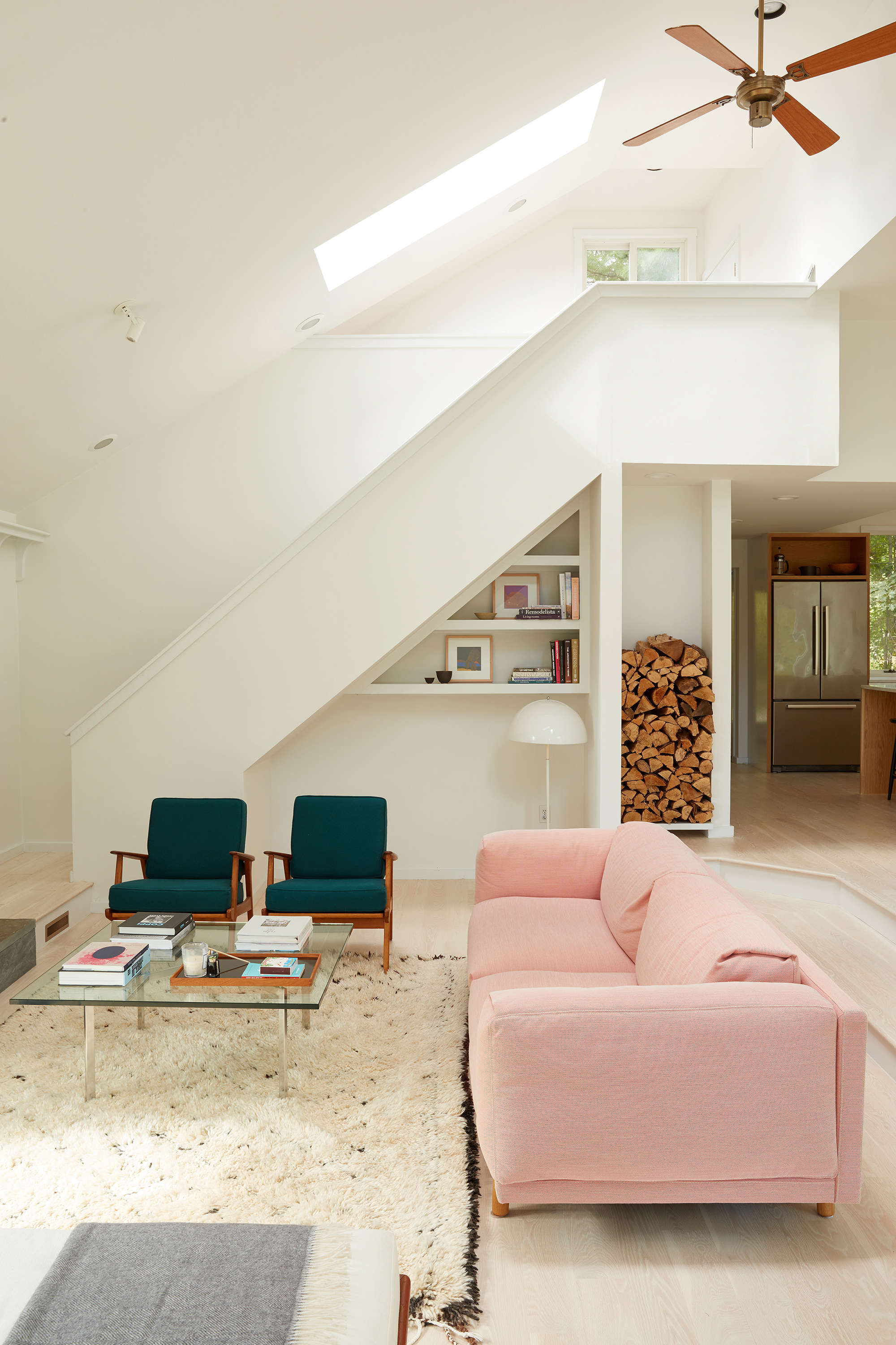 Steal This Look: Pastel Bright Living Room on Shelter Island ...