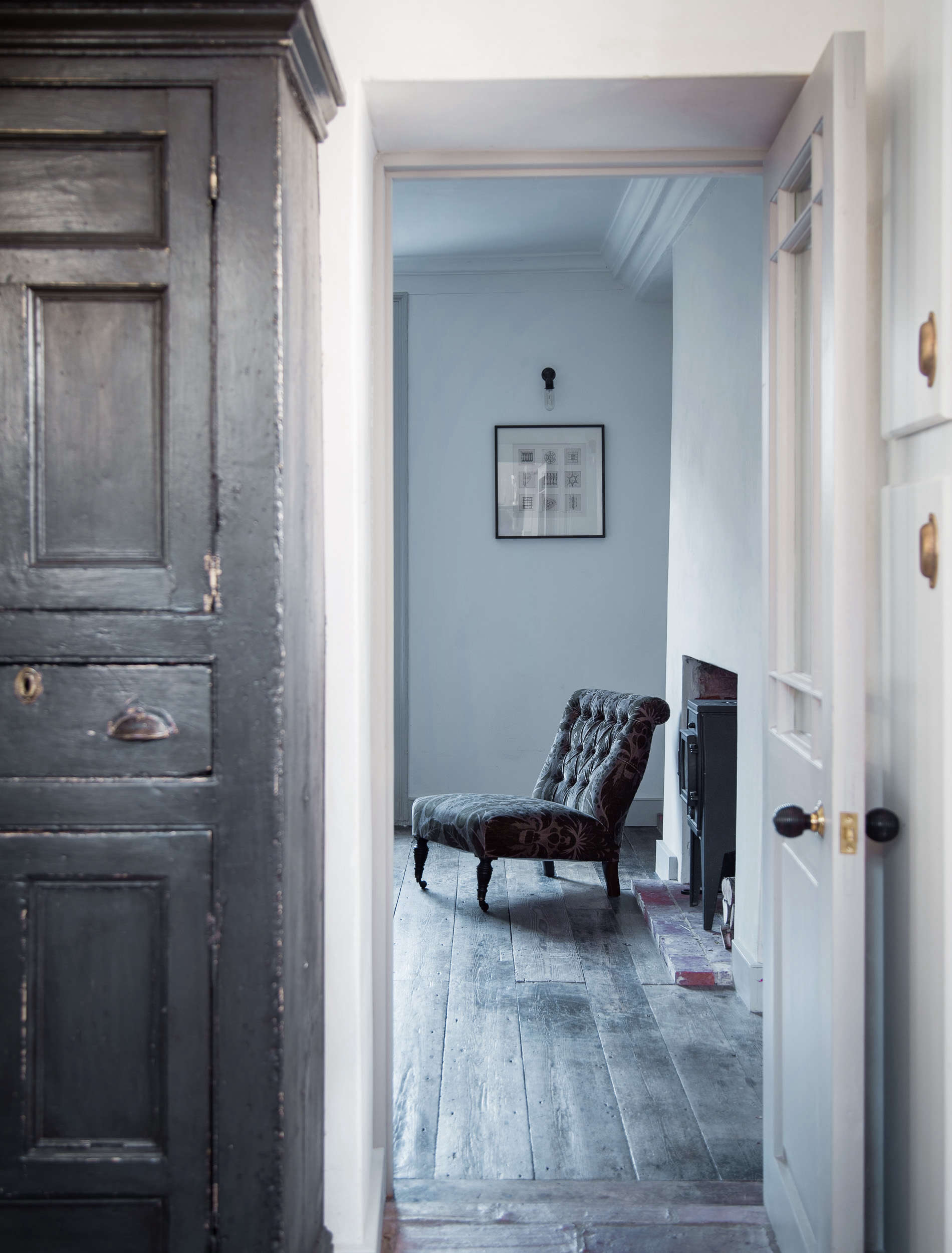 Sitting Area in Blue Dorset House by Mark Lewis, Photo by Rory Gardiner