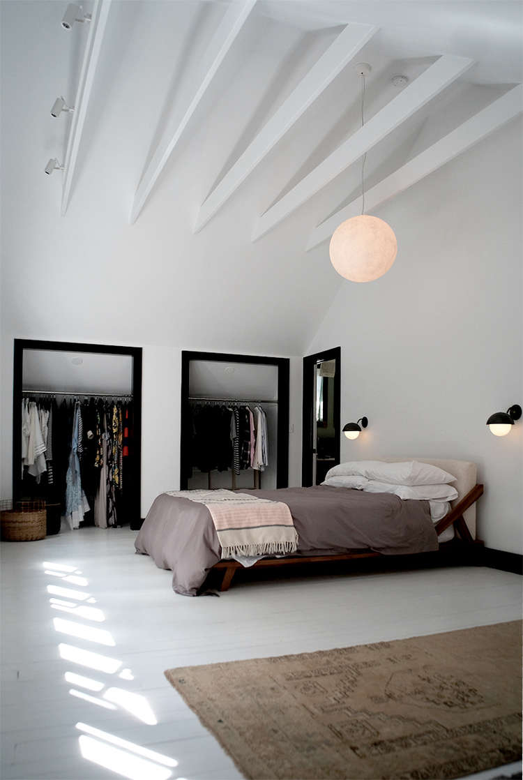 white-bedroom-with-white-painted-beams-space-exploration