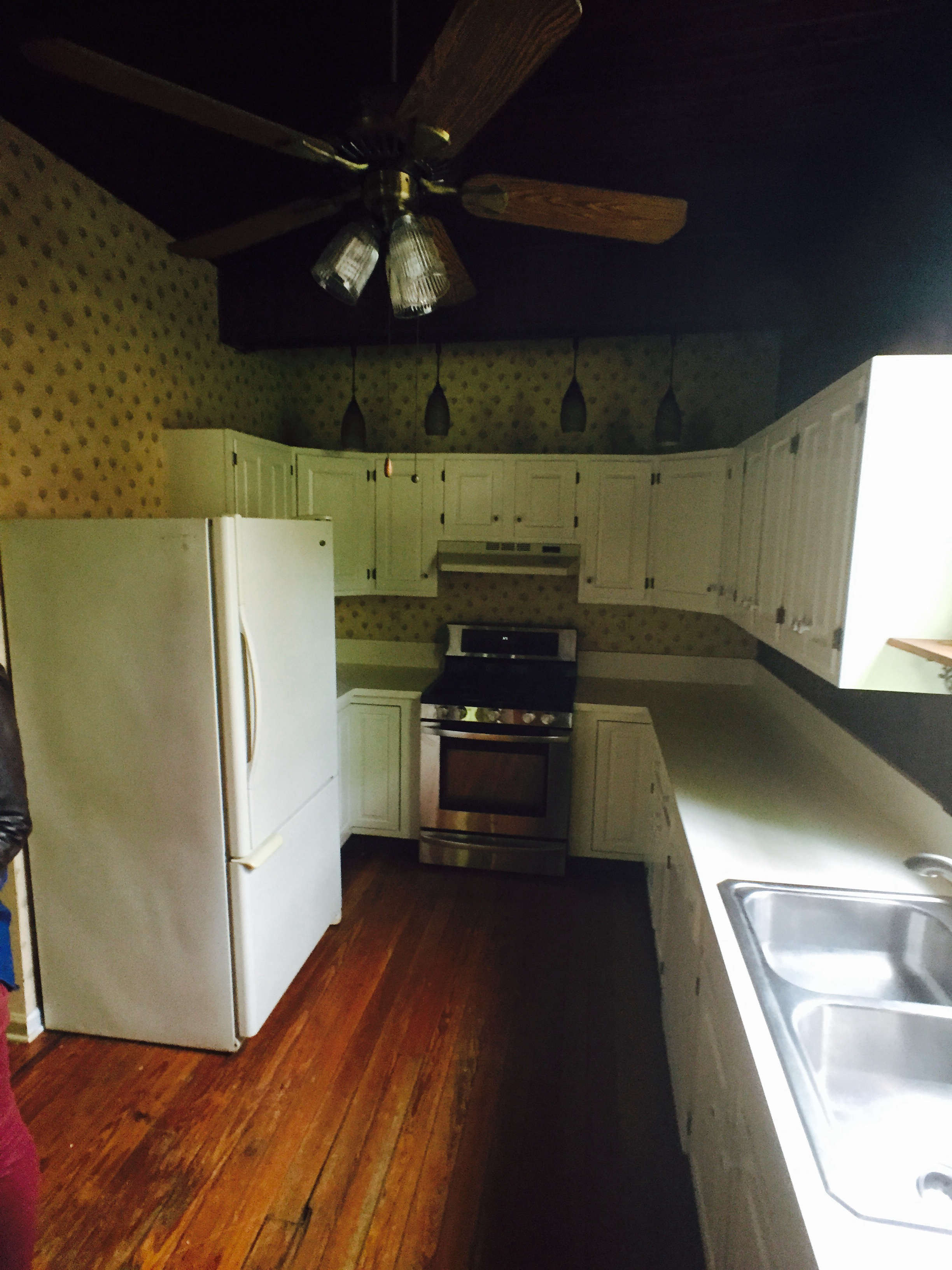 Before-photo-old-white-kitchen-needs-remodel