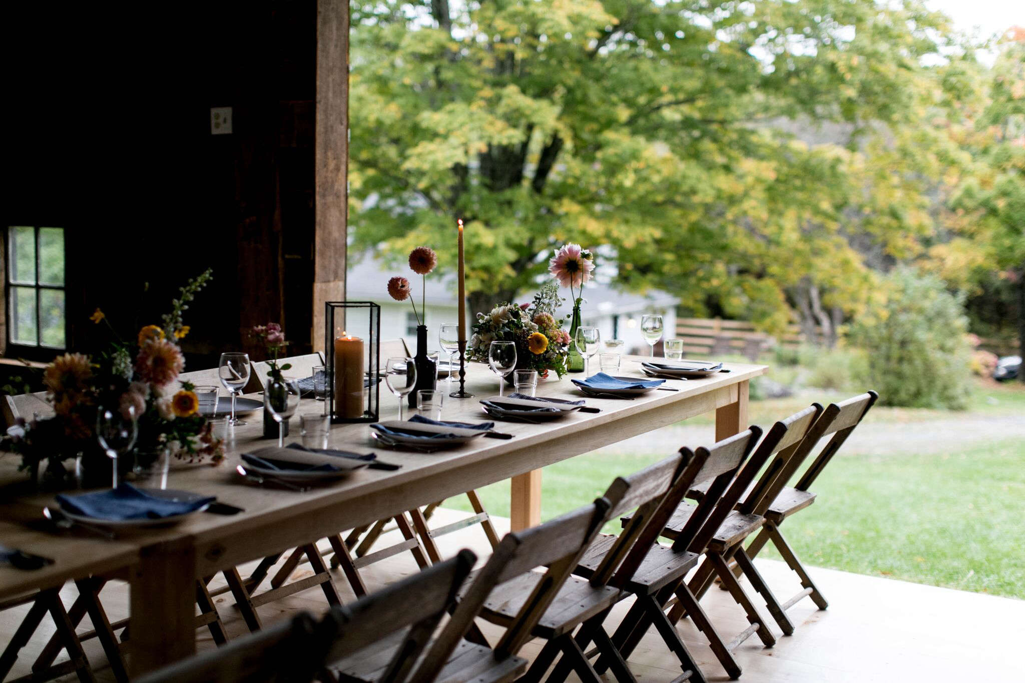 The Well Designed Harvest Table: The Ravenwood Barn In Upstate, NY, A
