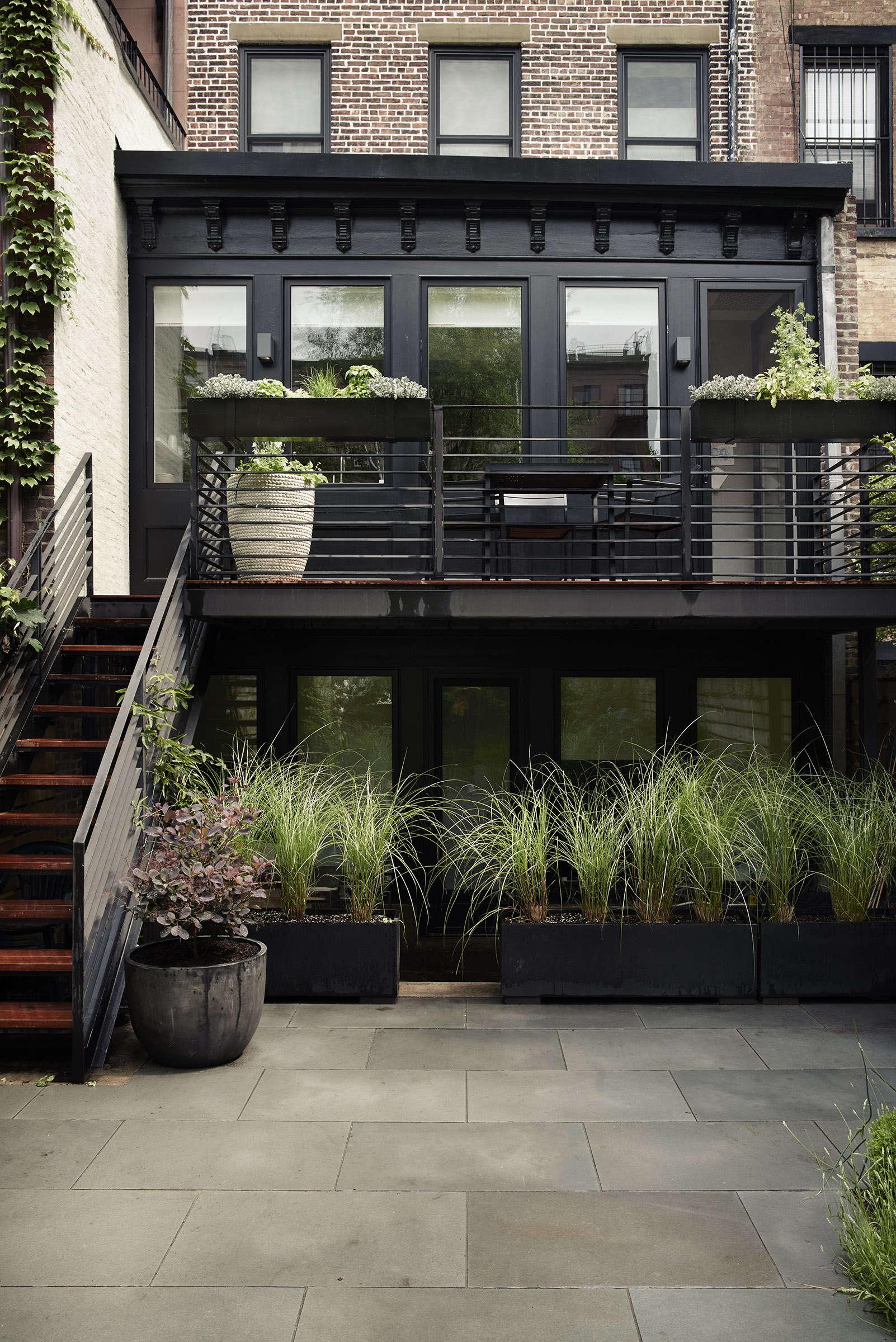hardscaping 101 railings gardenista sourcebook for outdoor
