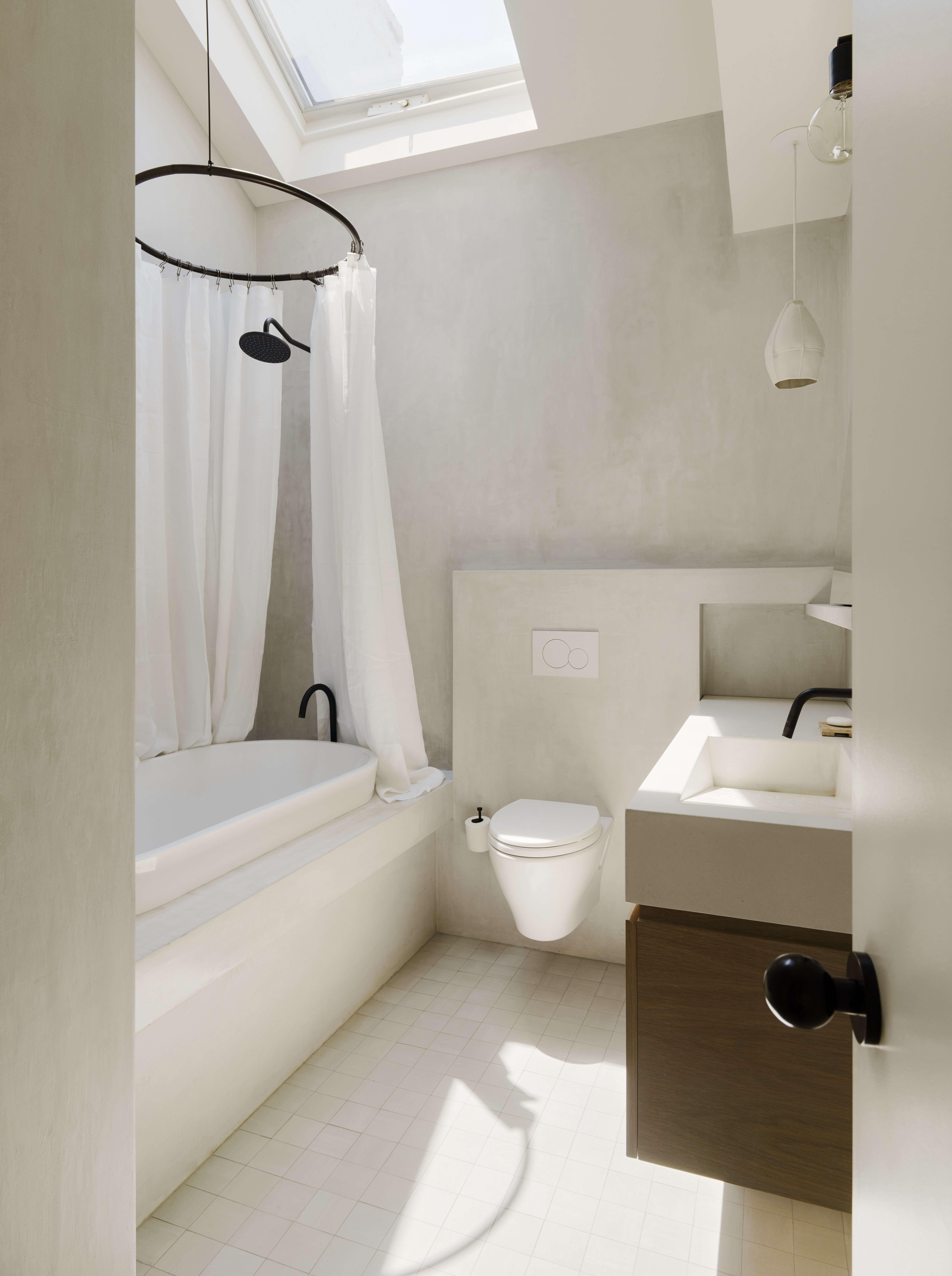 Bathroom of the Week: In Brooklyn Heights, An Ethereal Bath in White ...