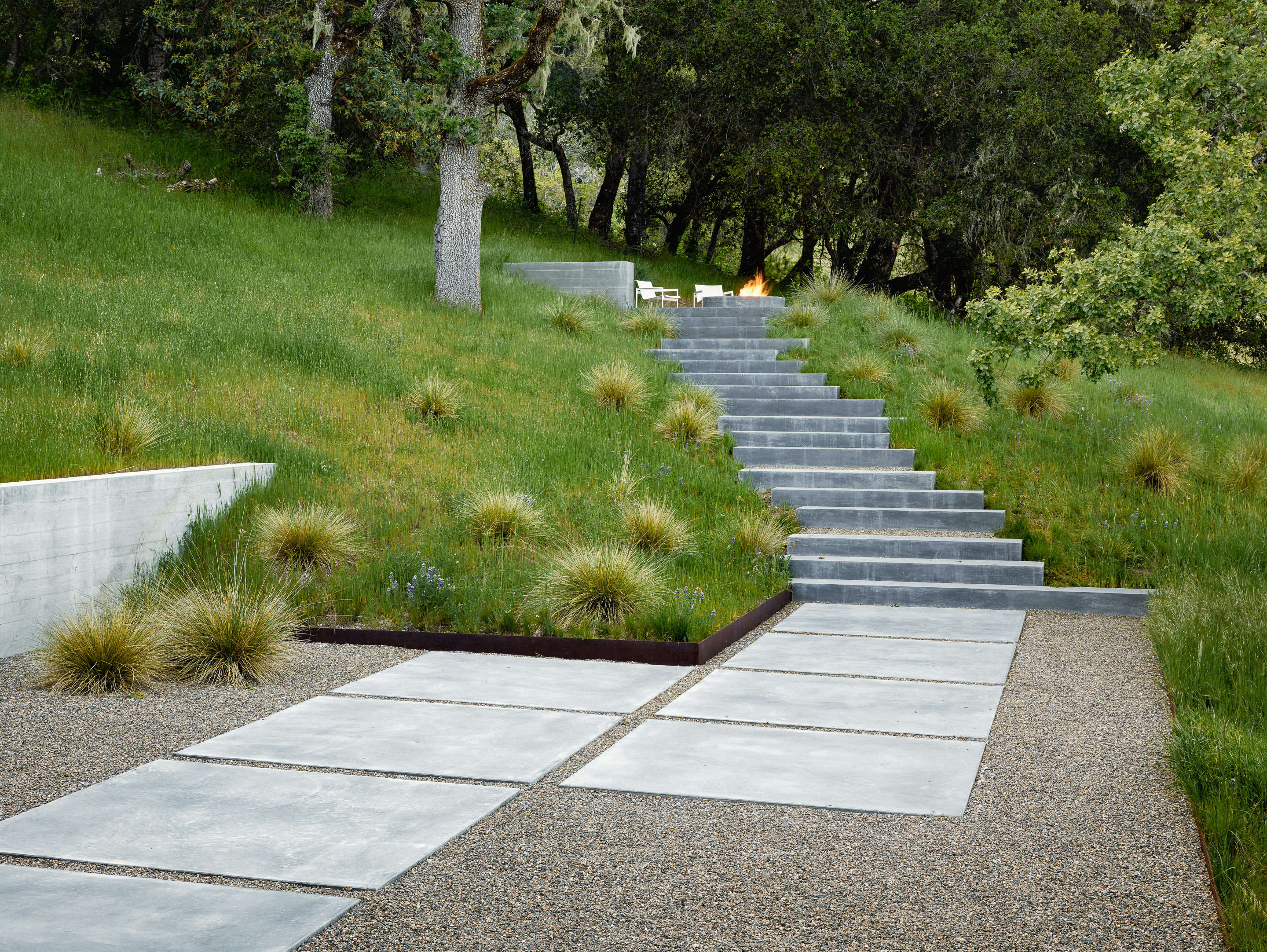 Hardscaping 101 Filler Stones For Paths - Gardenista