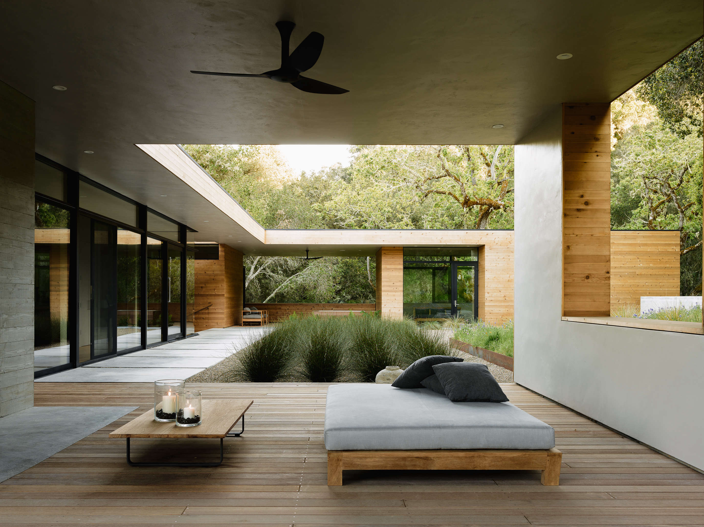 Carmel Valley Outdoor Room Daybed Ceiling Fan Piechota