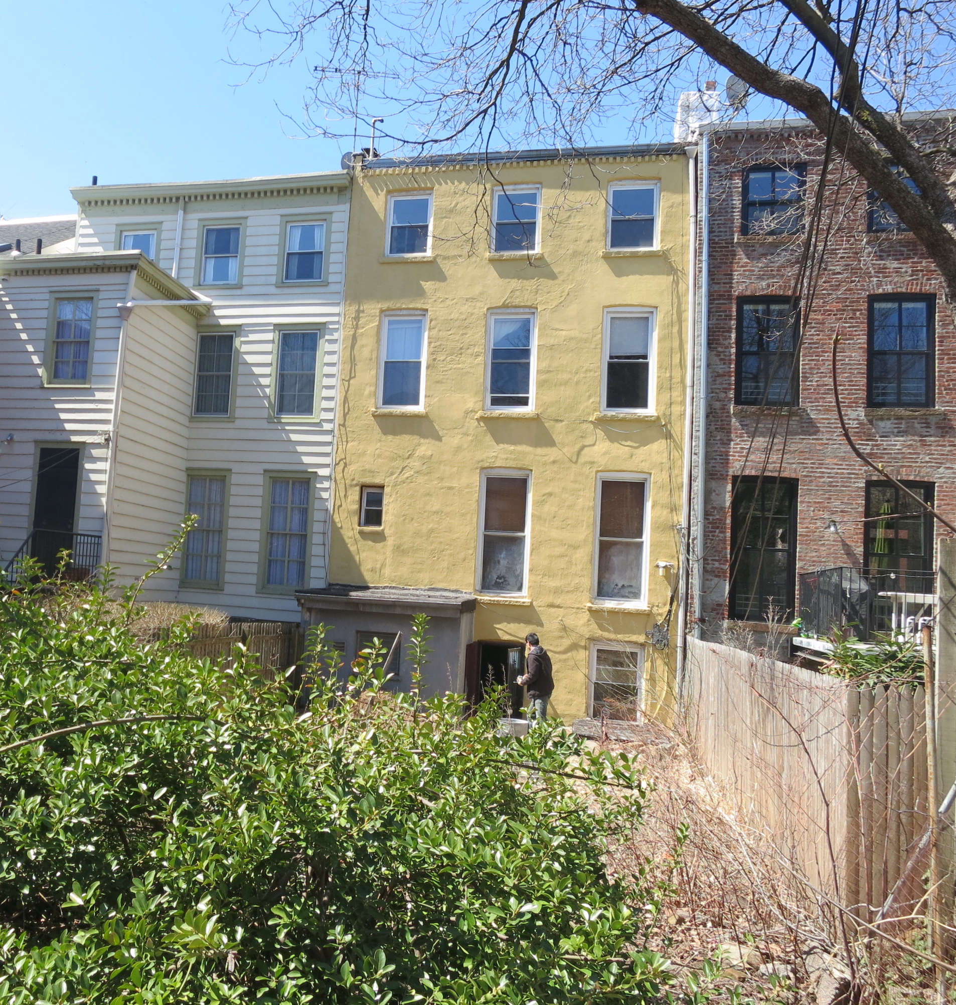yellow-facade-before-photo-elizabeth-roberts-townhouse