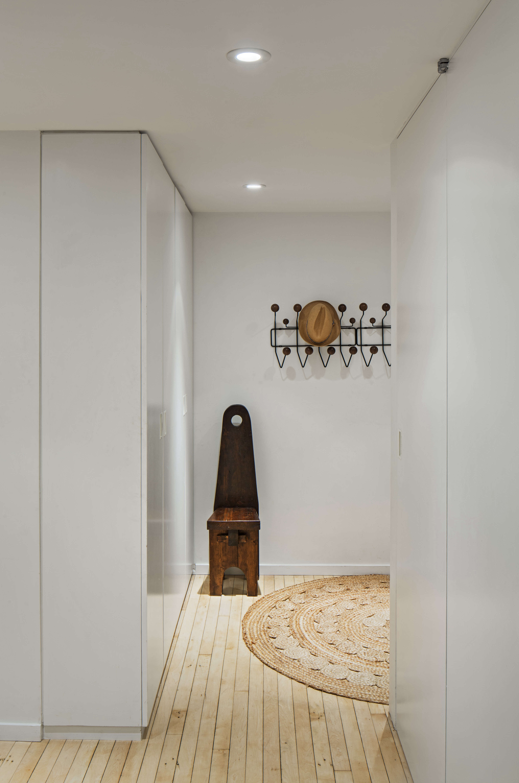 Jennifer Hanlin Cobble Hill Apartment Entryway, Photo by Eduard Hueber