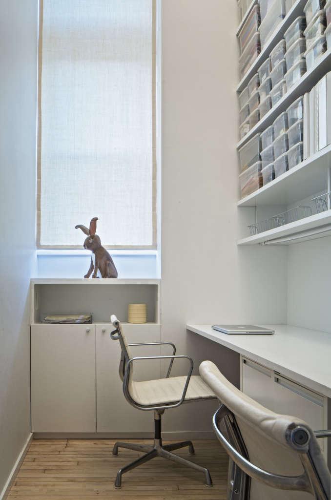 Jennifer Hanlin Cobble Hill Apartment Office, Photo by Eduard Hueber