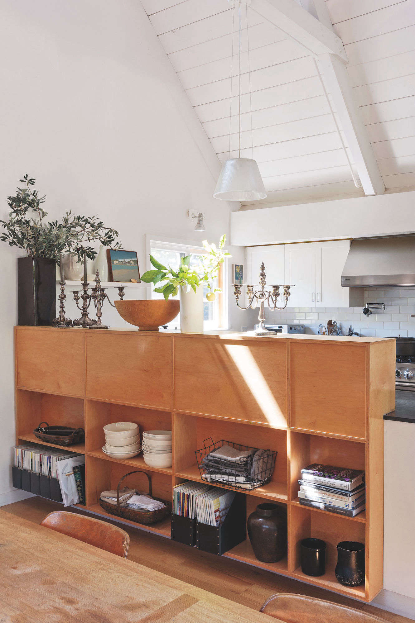julie carlson mill valley matthew williams remodelista 10 DR shelves vertical low res
