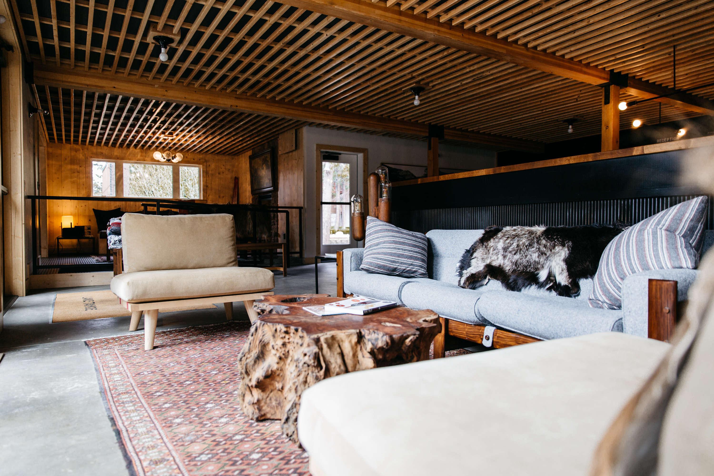 lobby-communal-area-wood-coffee-table-ceilings