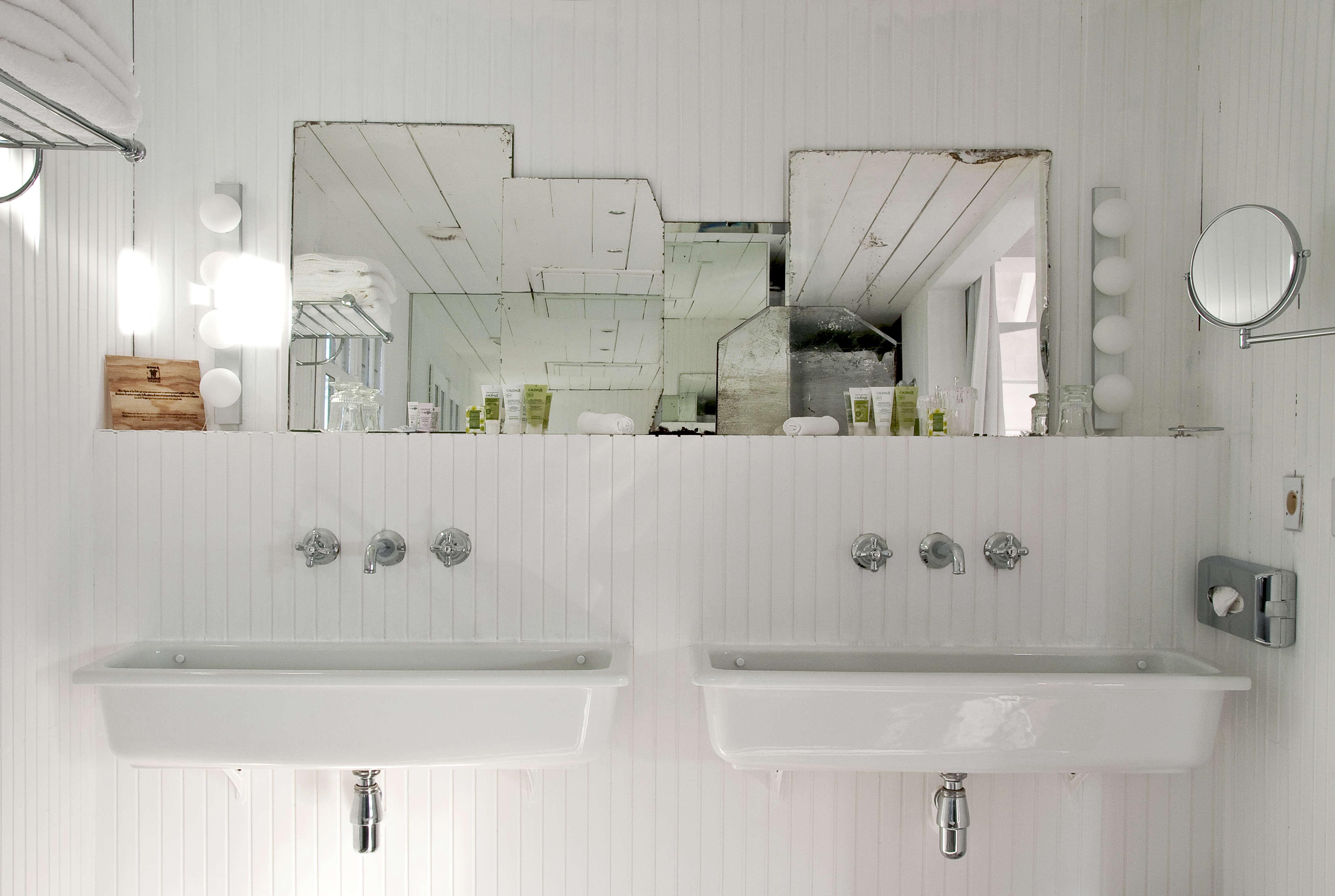 Trend Alert: 11 Deconstructed Baths | Remodelista: Sourcebook for ...