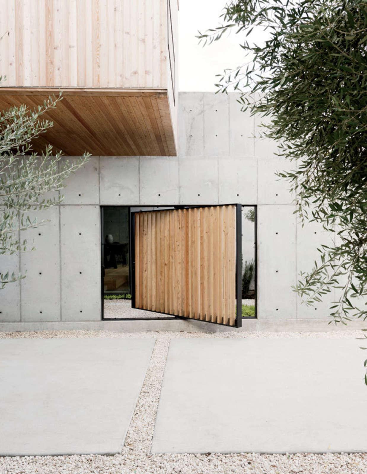 pivoting courtyard door robertson design - Garden Design Trends 2017