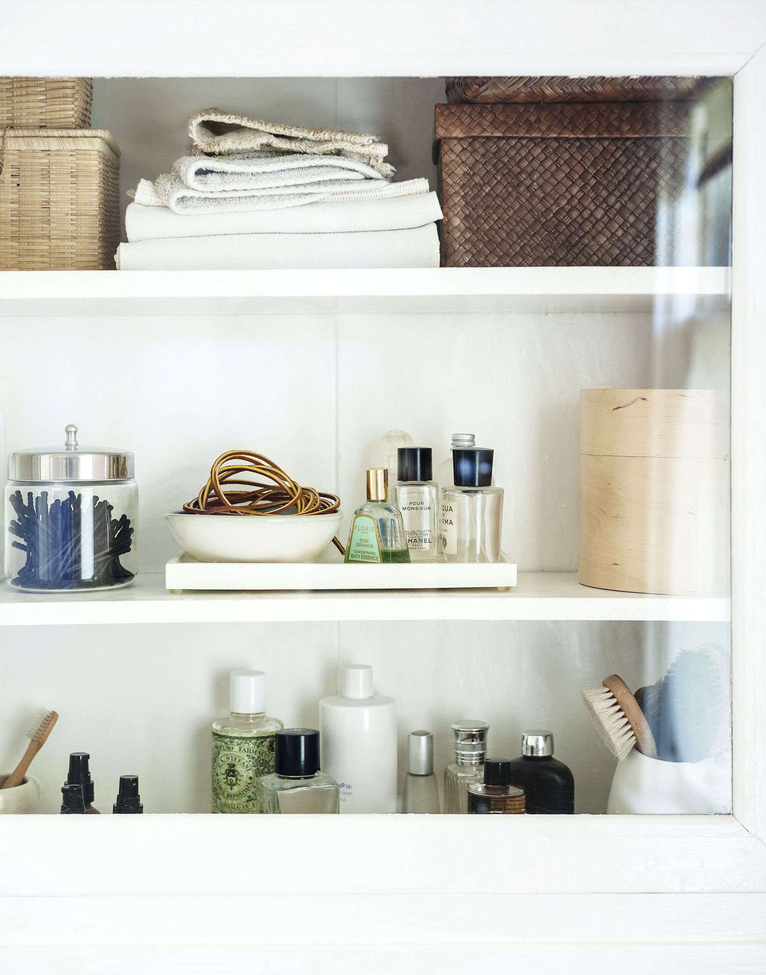 Bath accessories the definitive remodeling guide for Bathroom accessories location