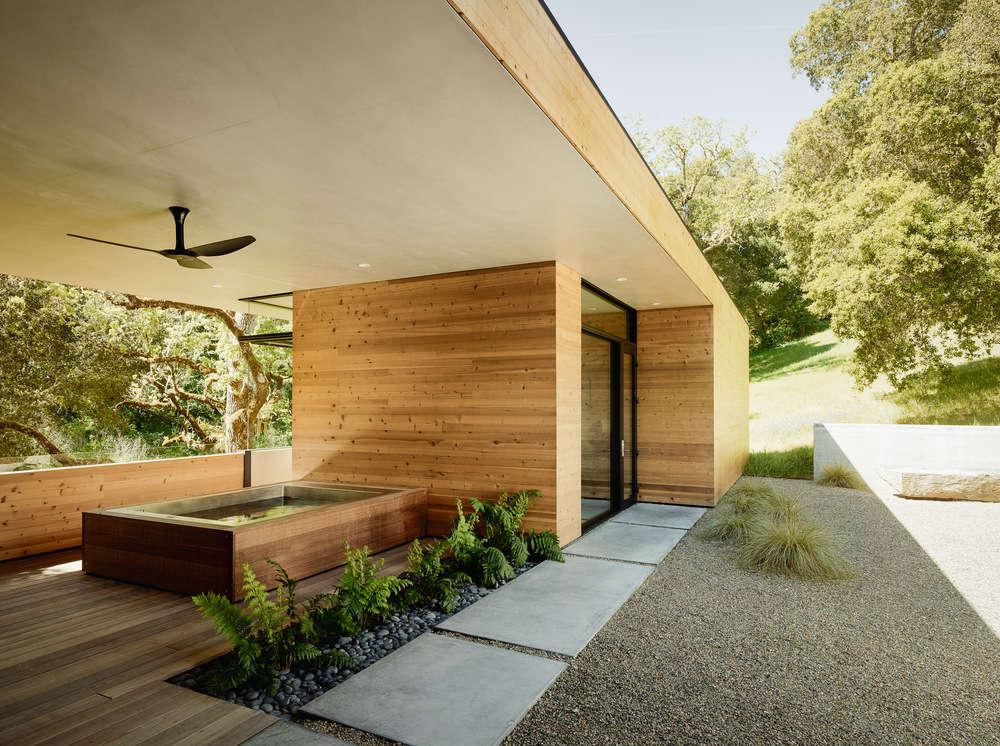 Carmel-Valley-house-hot-tub-wood-cedar-cladding-piechota