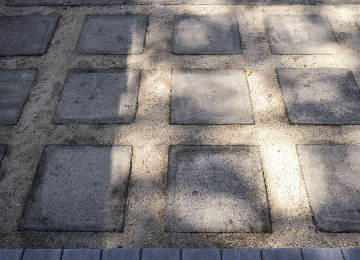 Hardscaping 101 Filler Stones For Paths Gardenista