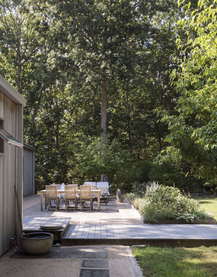 Hardscaping 101 Design Guide For Fences Height Styles: Hardscaping 101: Filler Stones For Paths