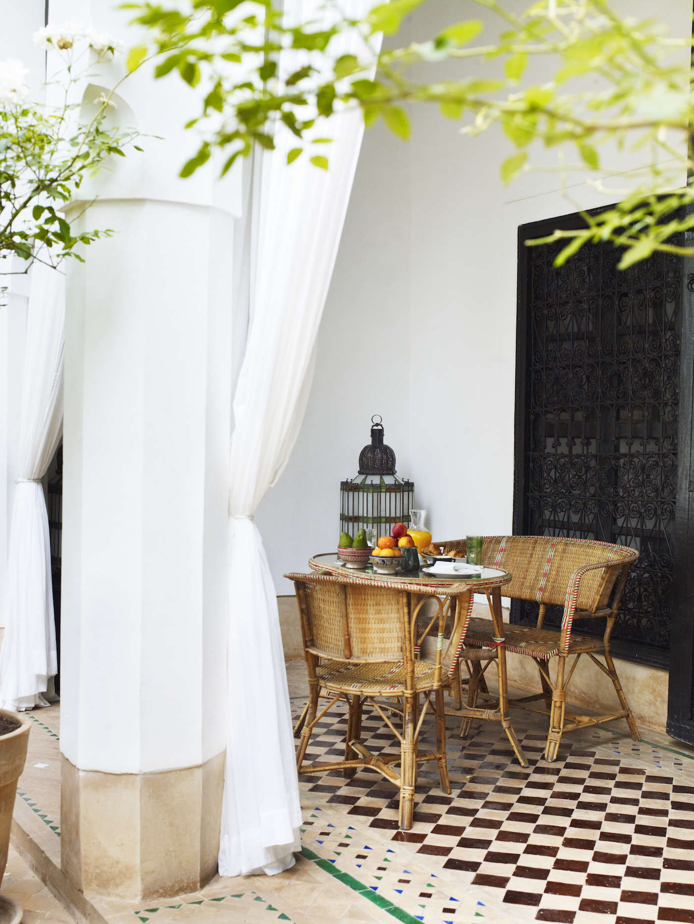 outdoor-dining-patio-wicker-chairs-lantern-tile-floors