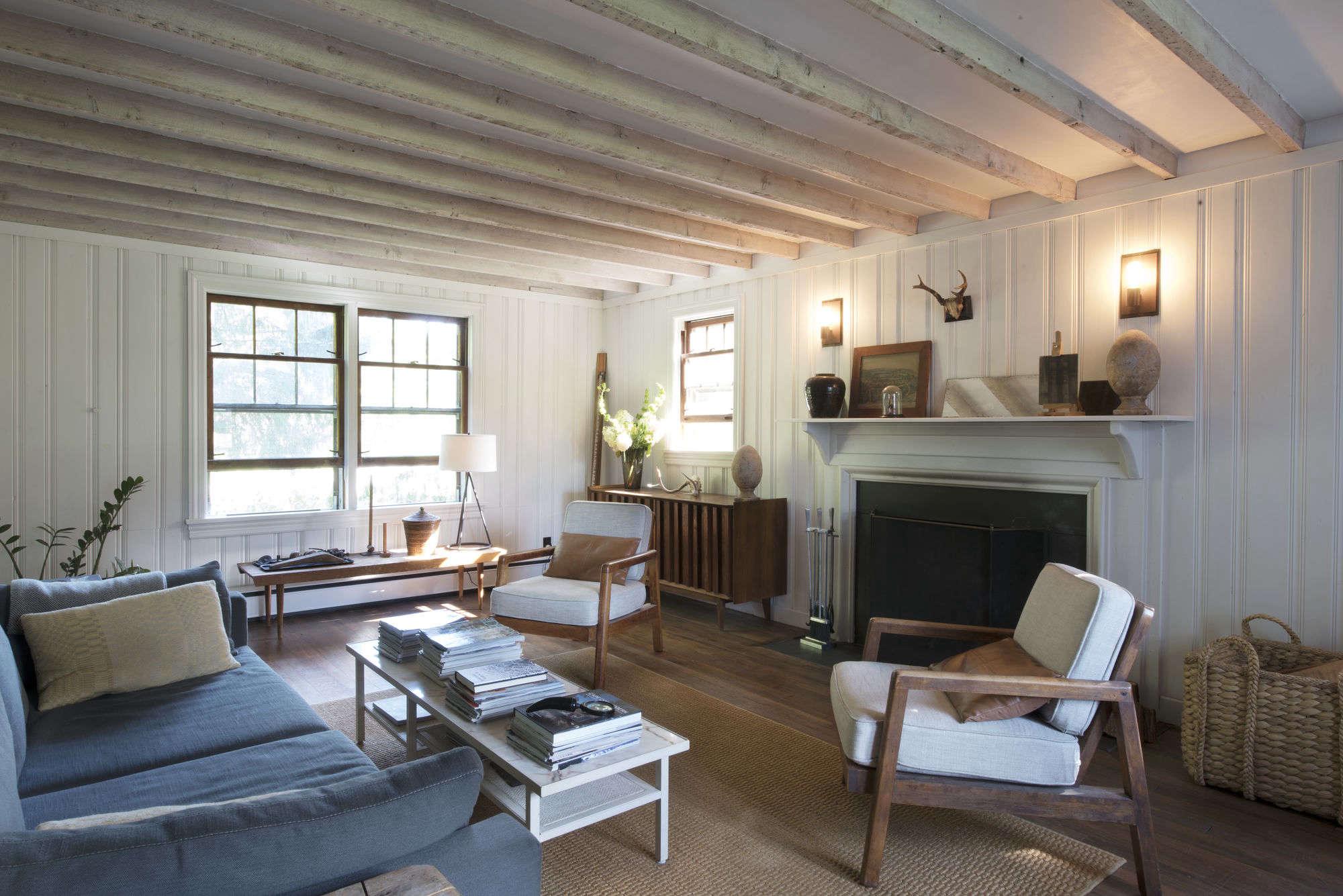 roberto-sosa-farmhouse-living-room-mylene-pionilla External House Paint Design on exterior house paints, historical house paints, common house paints, outer house paints,