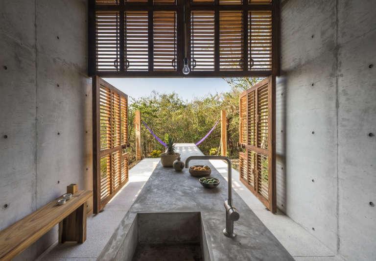 Casa Tiny Airbnb concrete table architect Aranza de Arino Camila Cossio photo 4