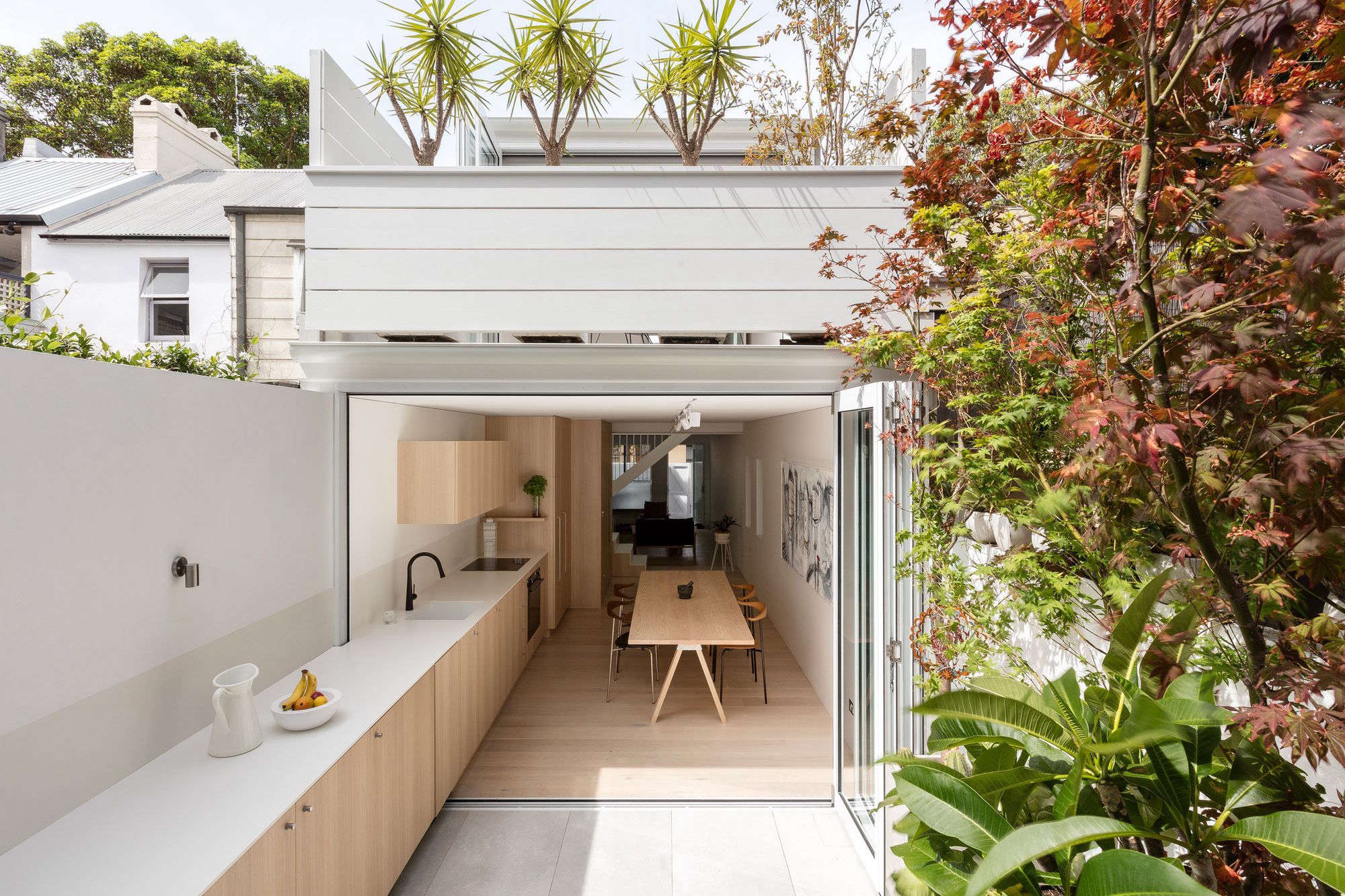 Architect visit an indoor outdoor kitchen in sydney gardenista - Reformas en casas pequenas ...