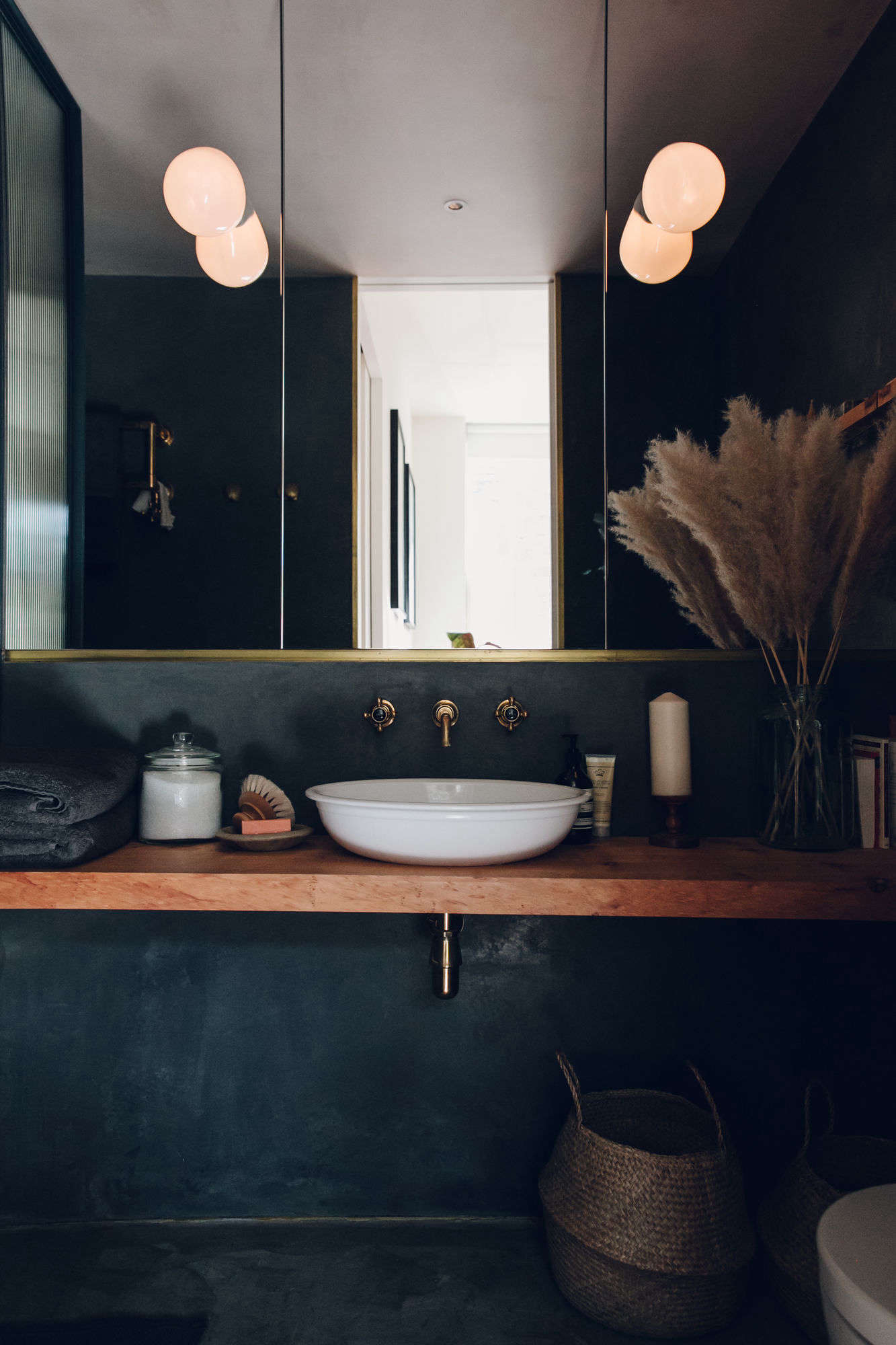 Bathroom Of The Week A Moody Tadelakt Bath In London