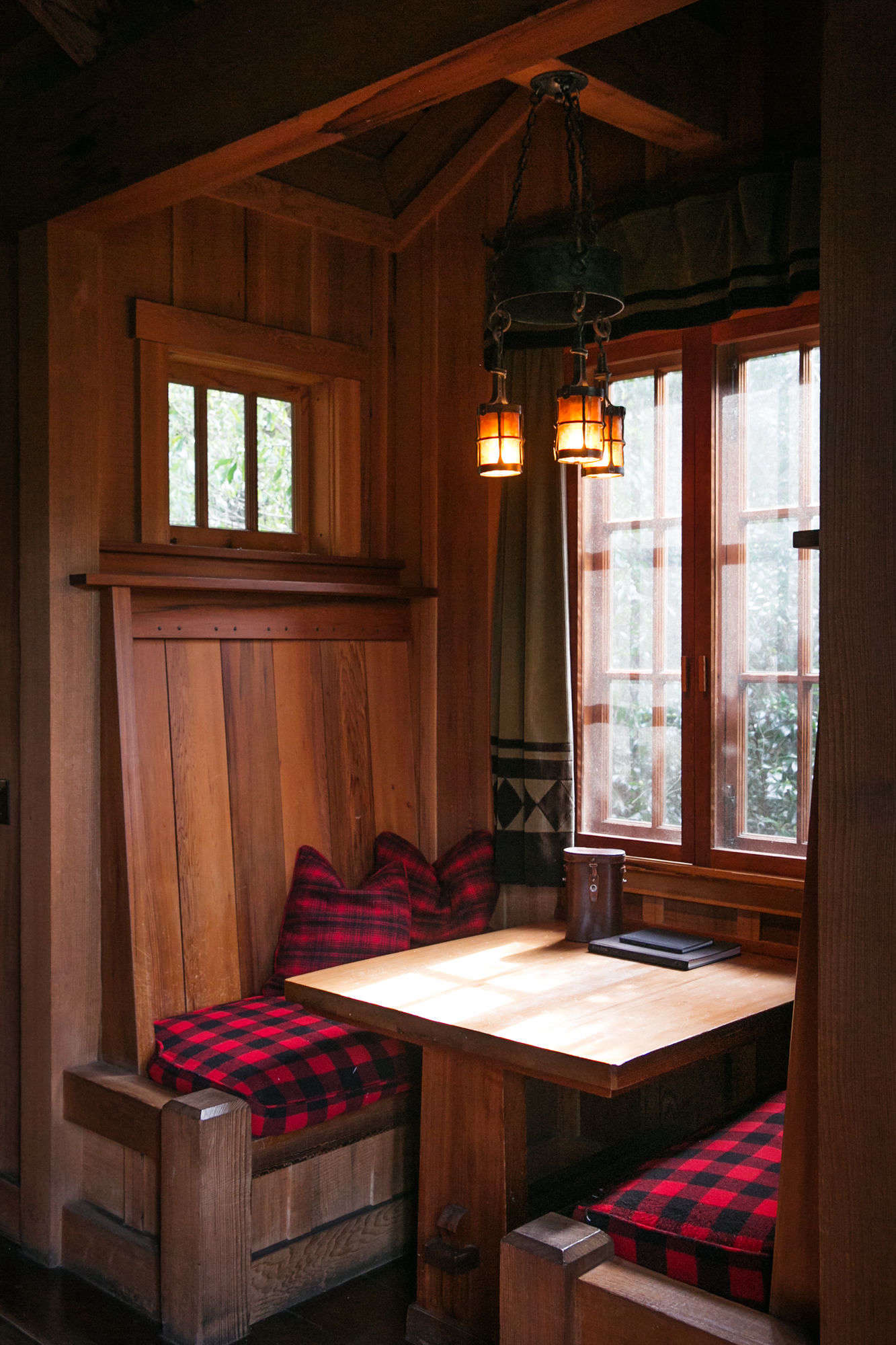 A table and banquettes are built into the back wall of the cabin.
